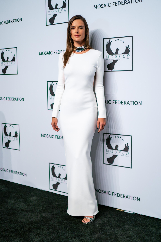 Alessandra Ambrosio, looks