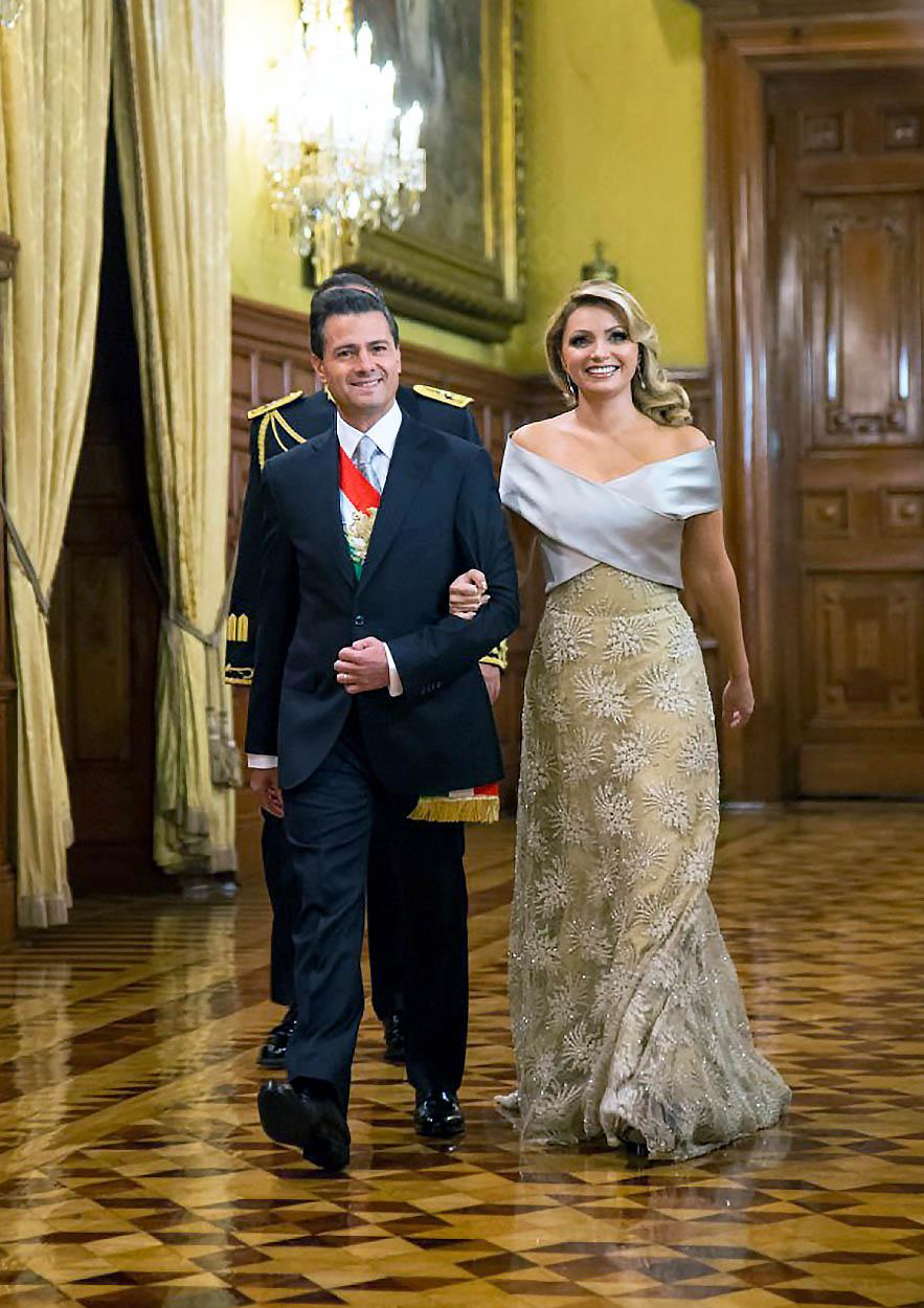 Angélica Rivera y familia acompaña a su esposo, el presidente de México, Enrique Peña Nieto