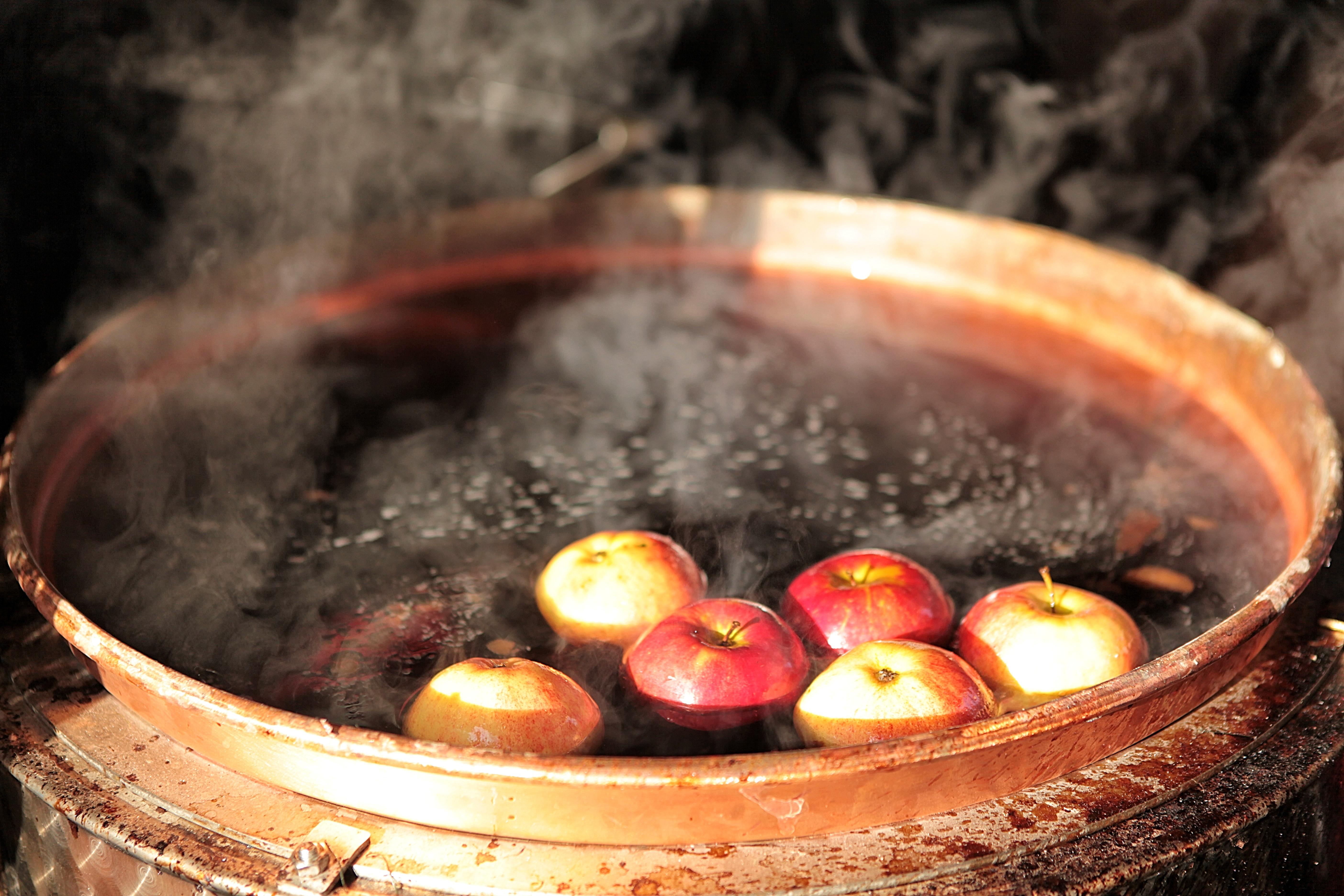Calderón, manzanas, rituales