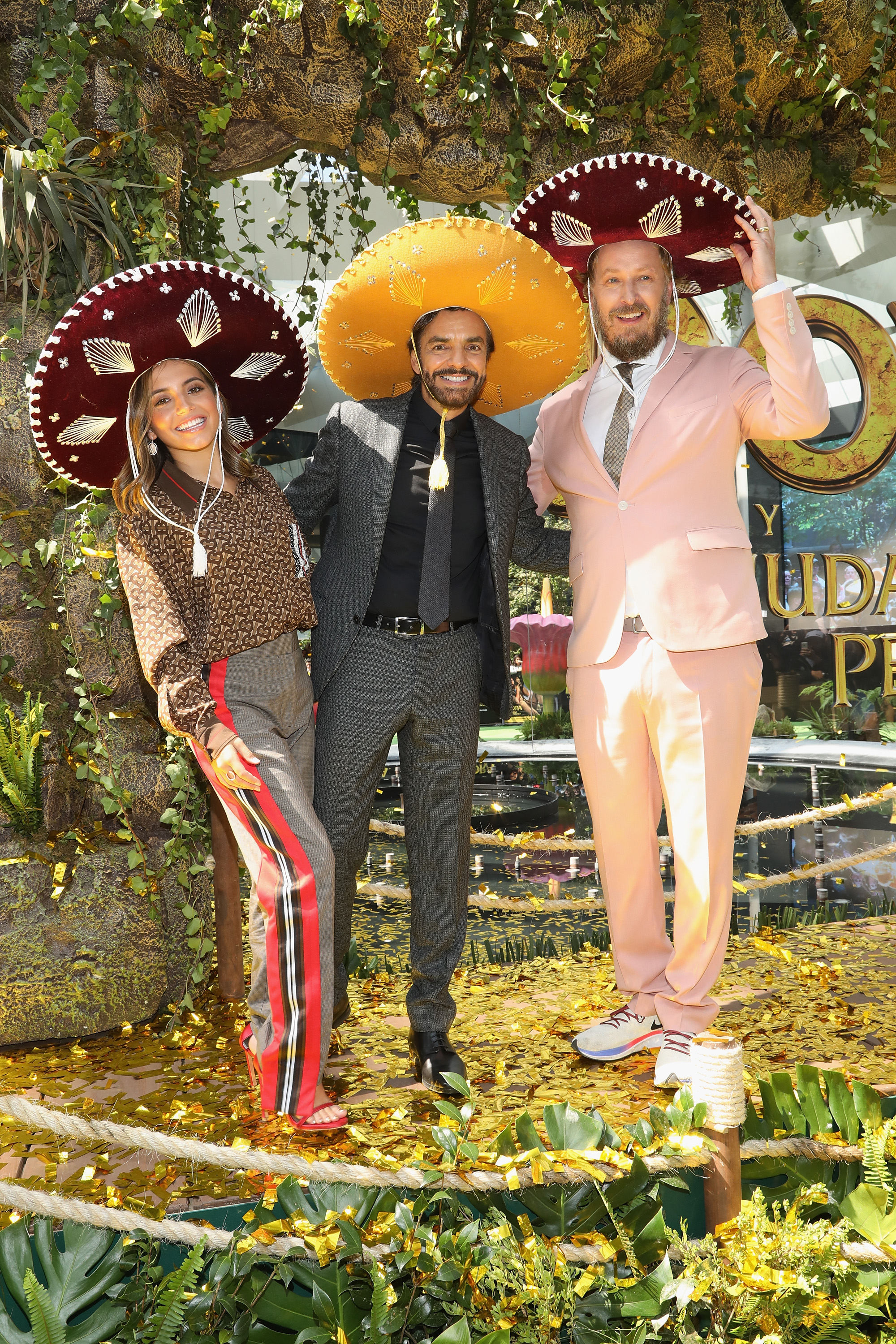 Isabela Moner, Eugenio Derbez y James Bobin premiere de la cinta Dora and the Lost City of Gold en mexico df