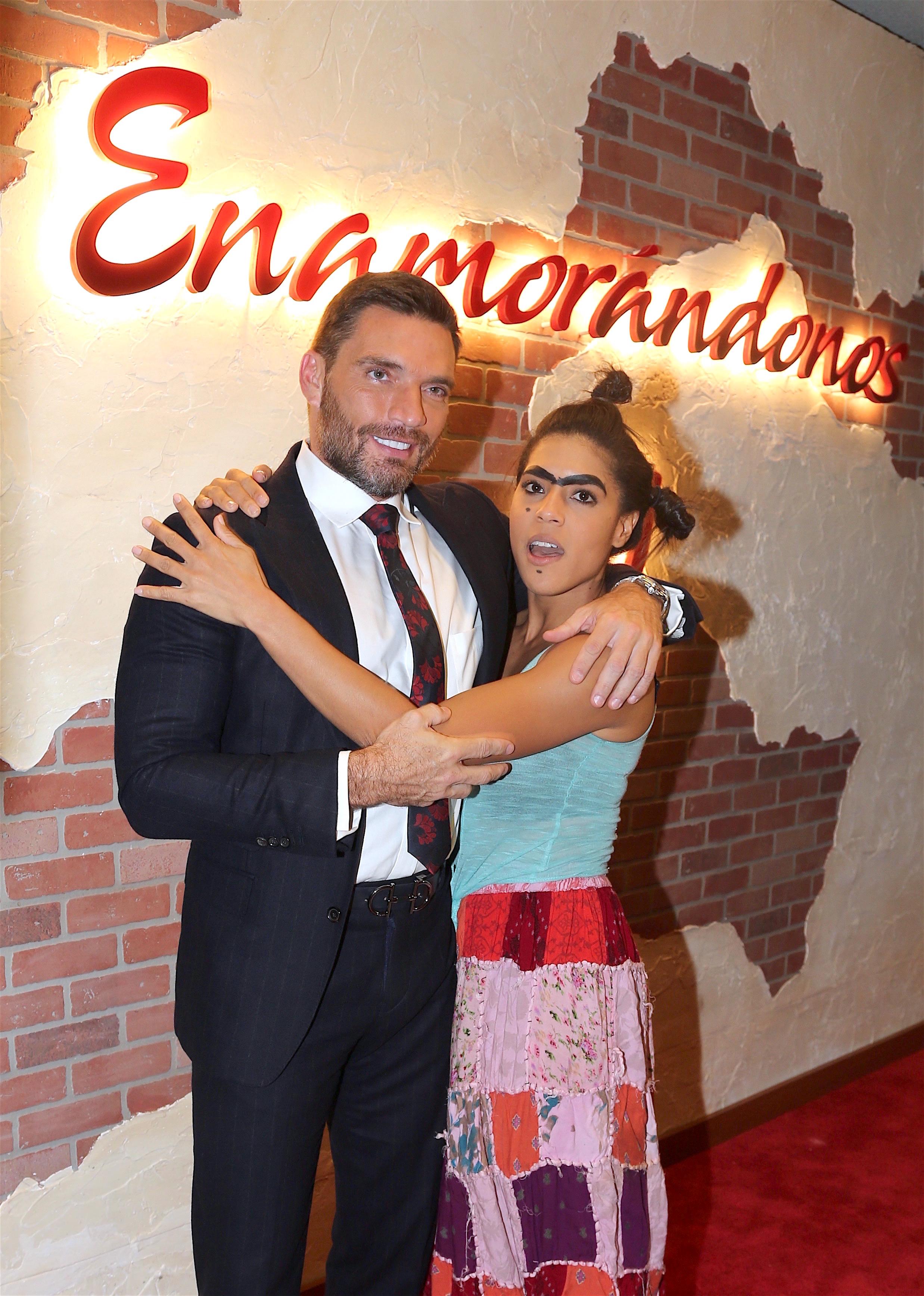 Mela la Melaza en Enamorándonos con Julián Gil