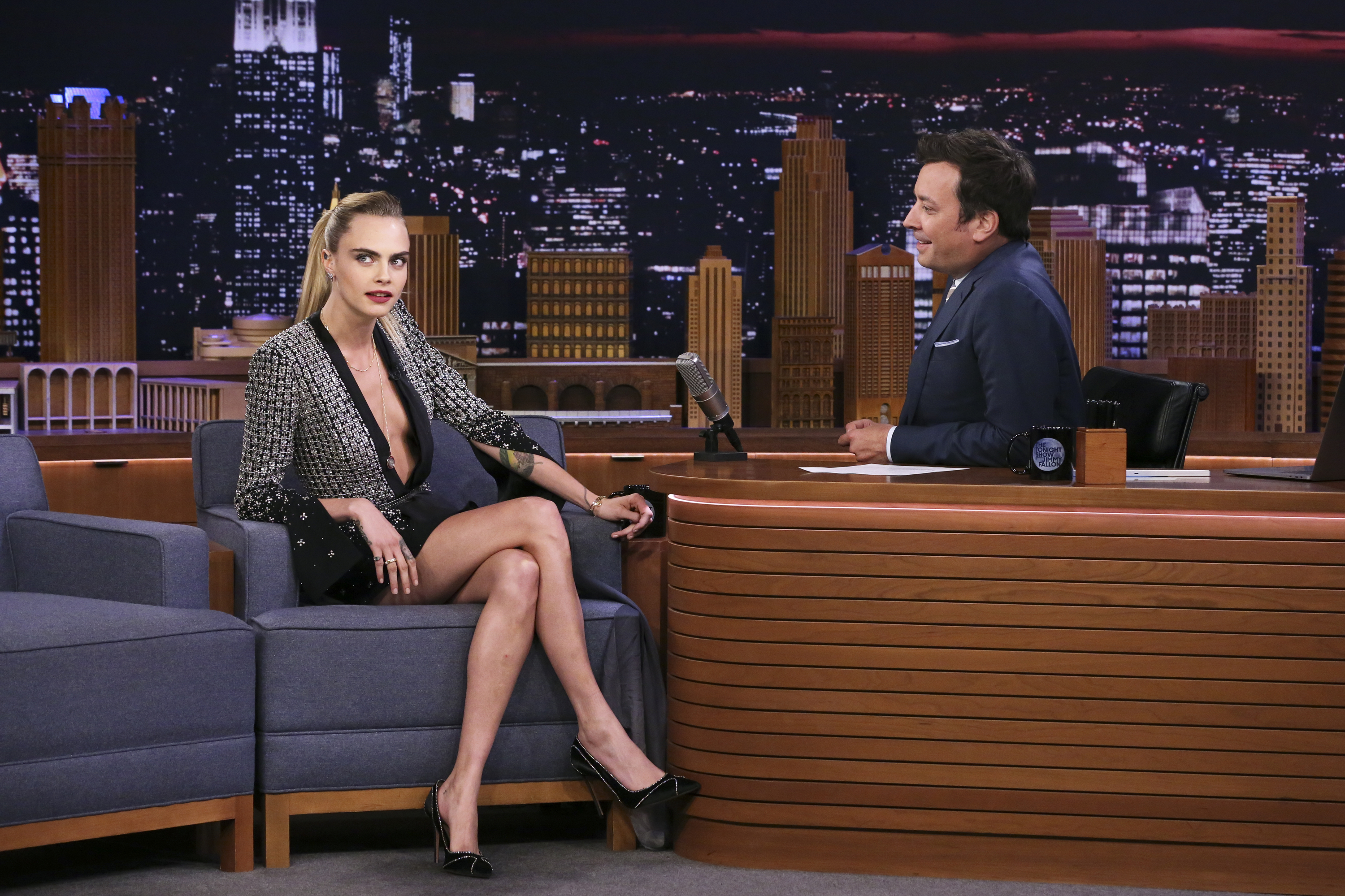 Cara Delevingne en The Tonight Show Starring Jimmy Fallon
