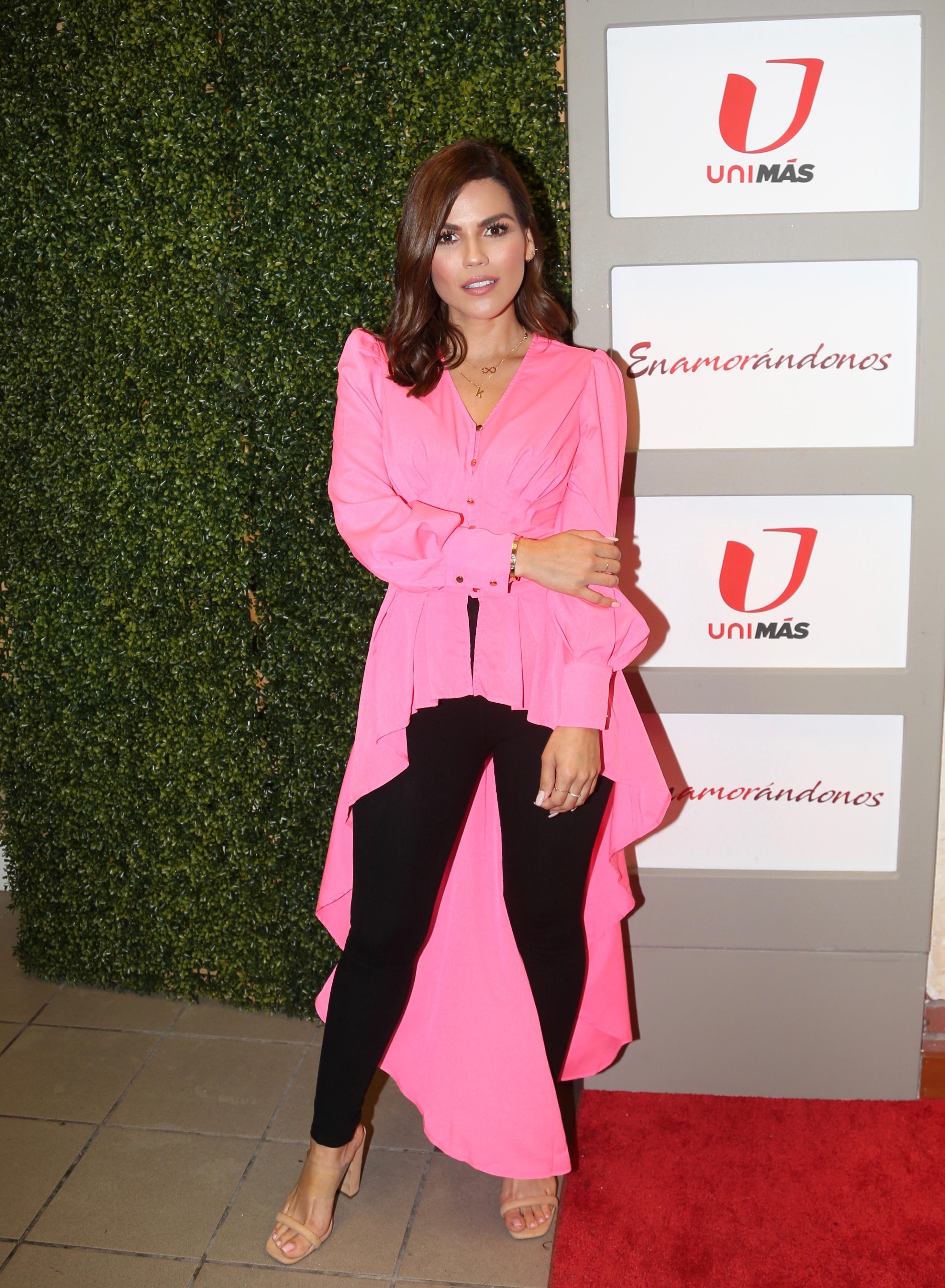 Karina Banda, look, enamorandonos, alfombra
