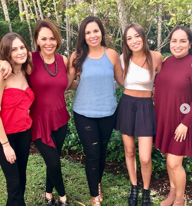 Maria Elena Salinas y sus hijas5
