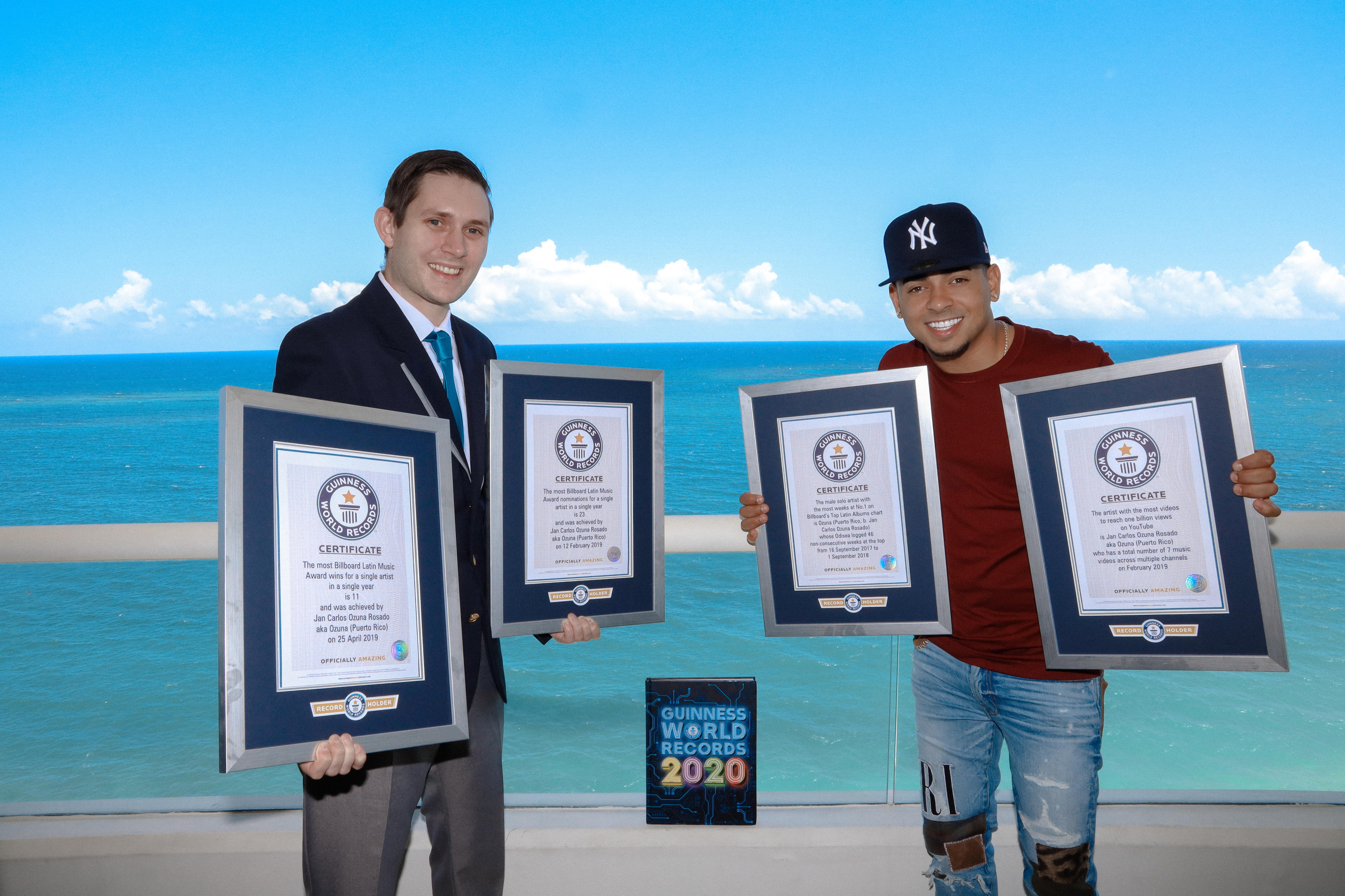 Ozuna recibe Guinness World Records