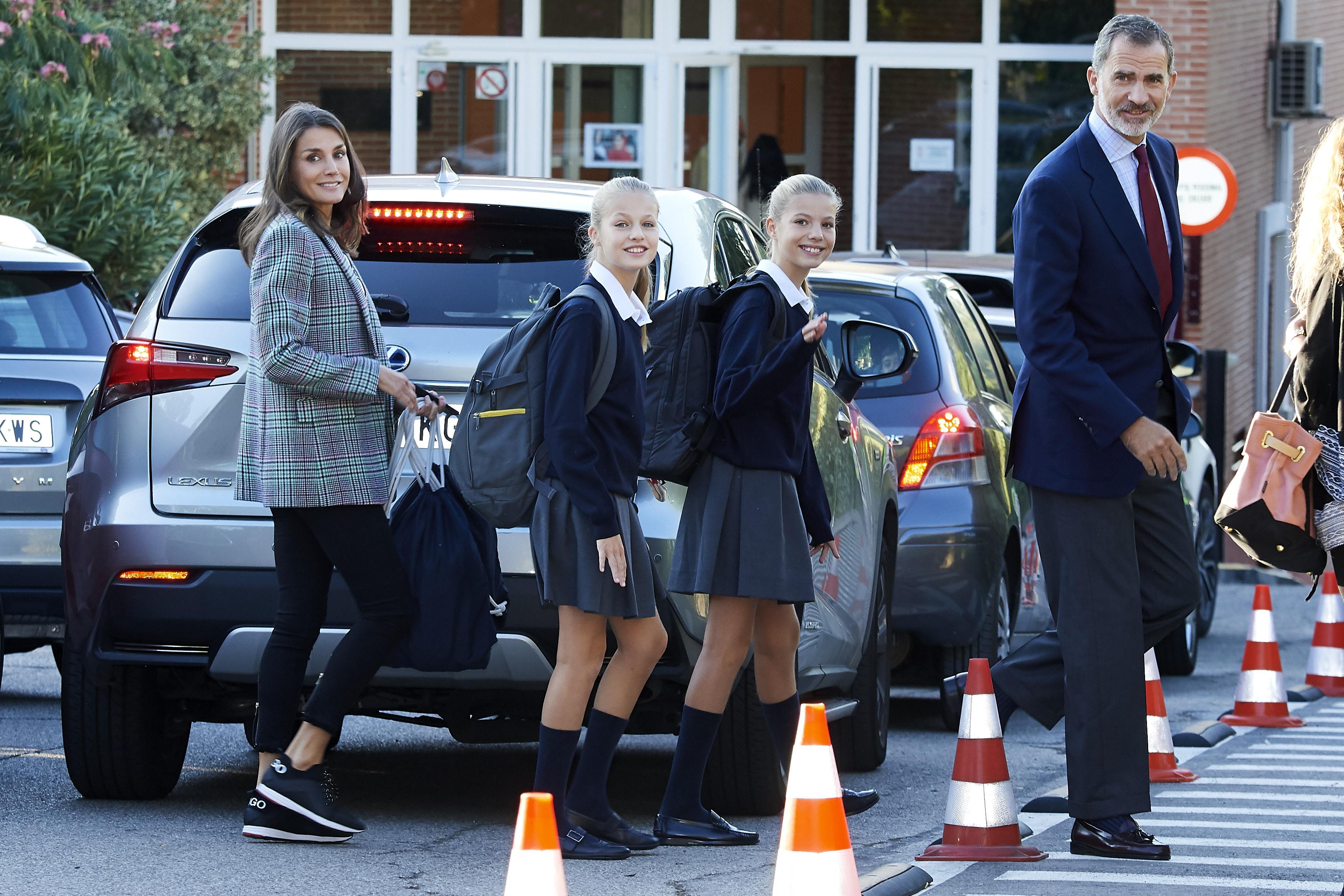 La princesa Leonor y la infanta Sofía primer dia de colegio en madrid