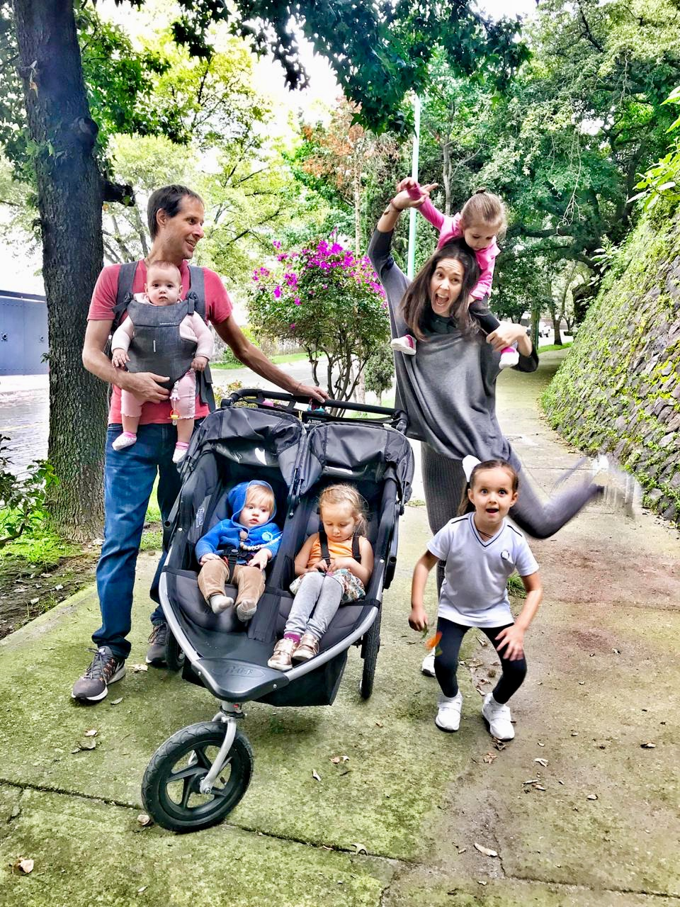 Giovanna Acha con su marido e hijos