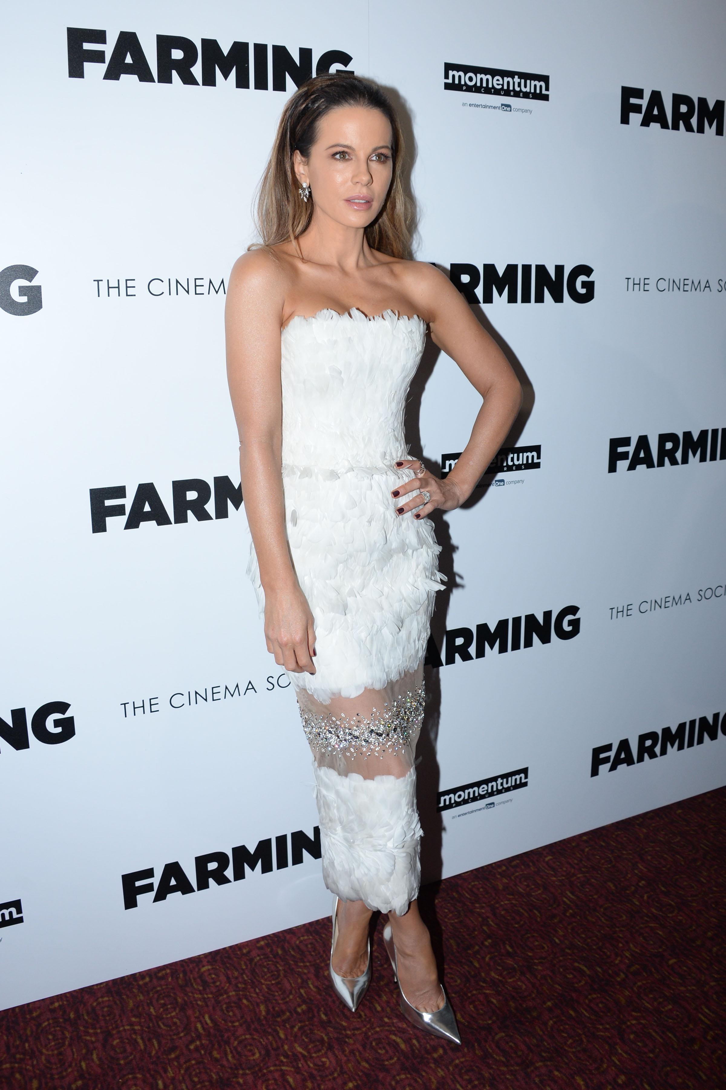 Kate Beckinsale, looks