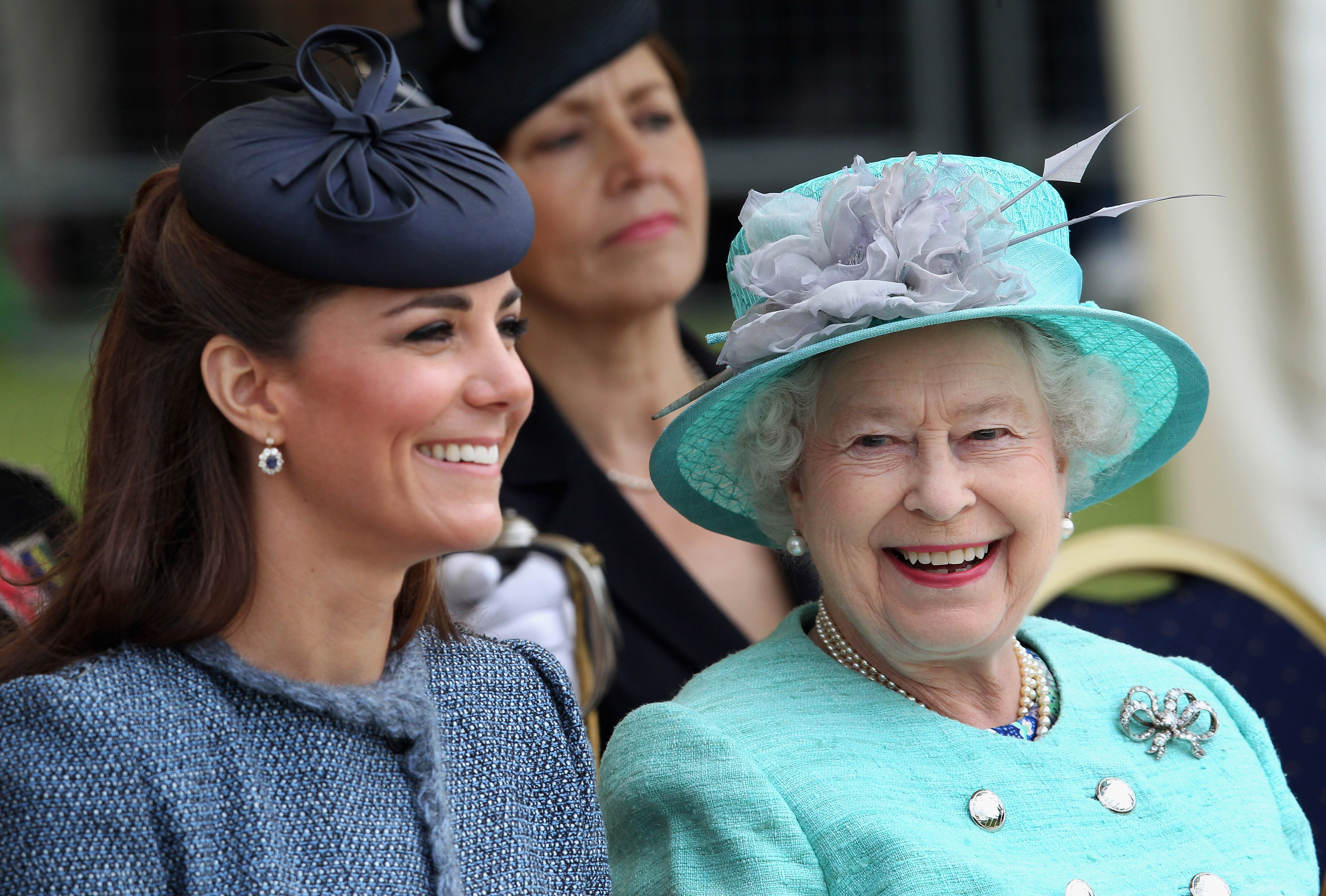 Kate MIddleton Duchess of Cambridge reina Isabel II