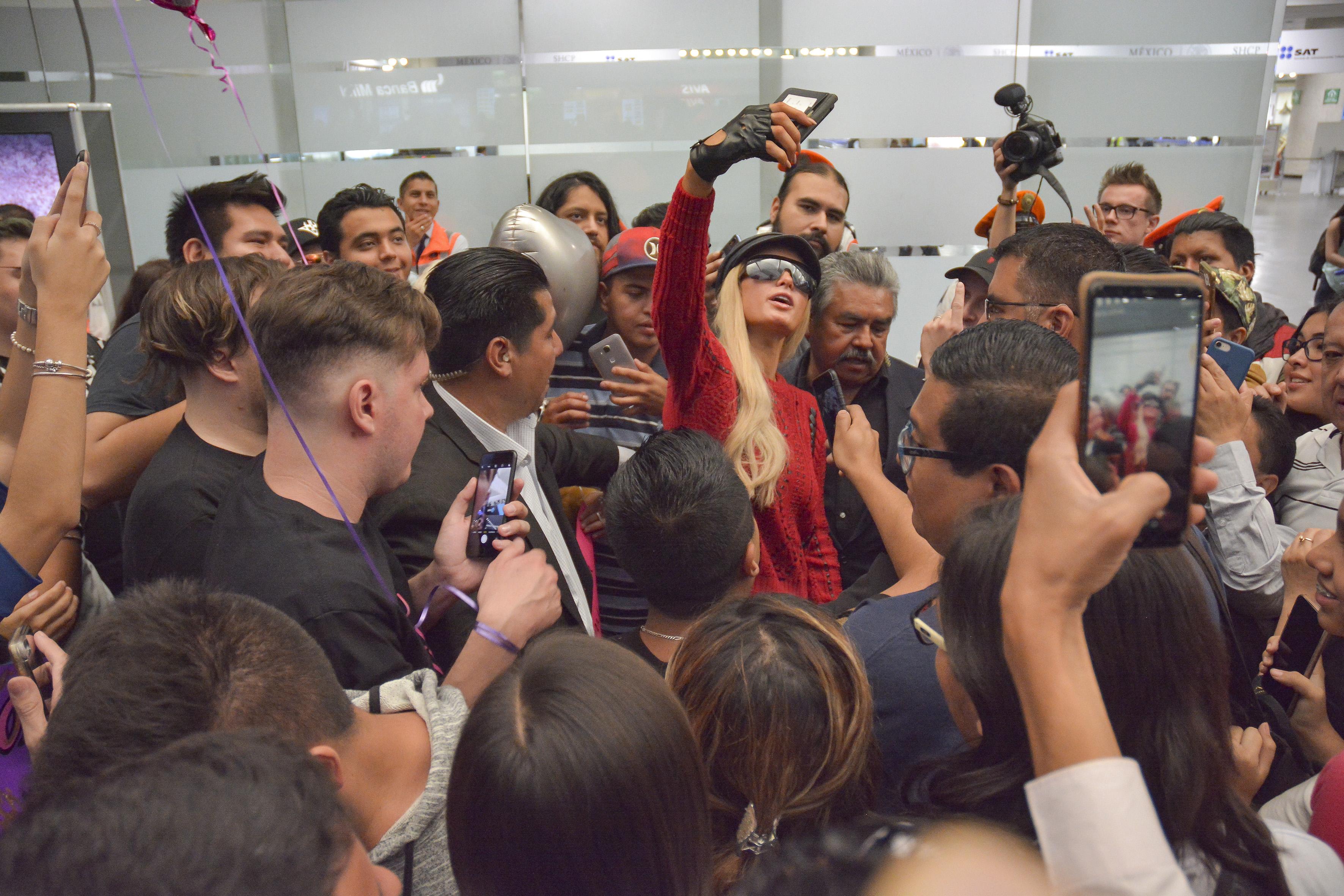 Paris Hilton aeropuerto Benito Juárez