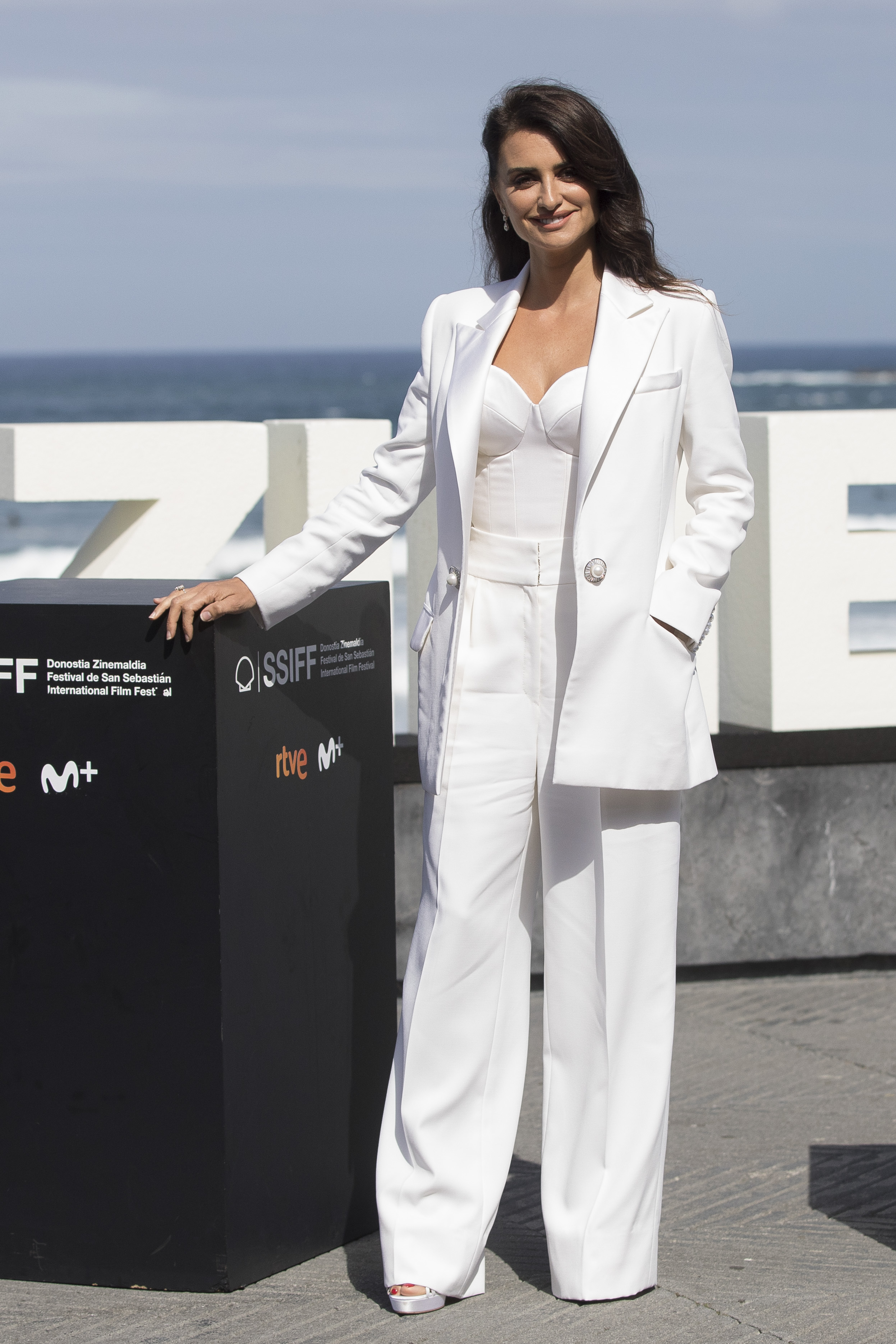 Penelope Cruz, looks