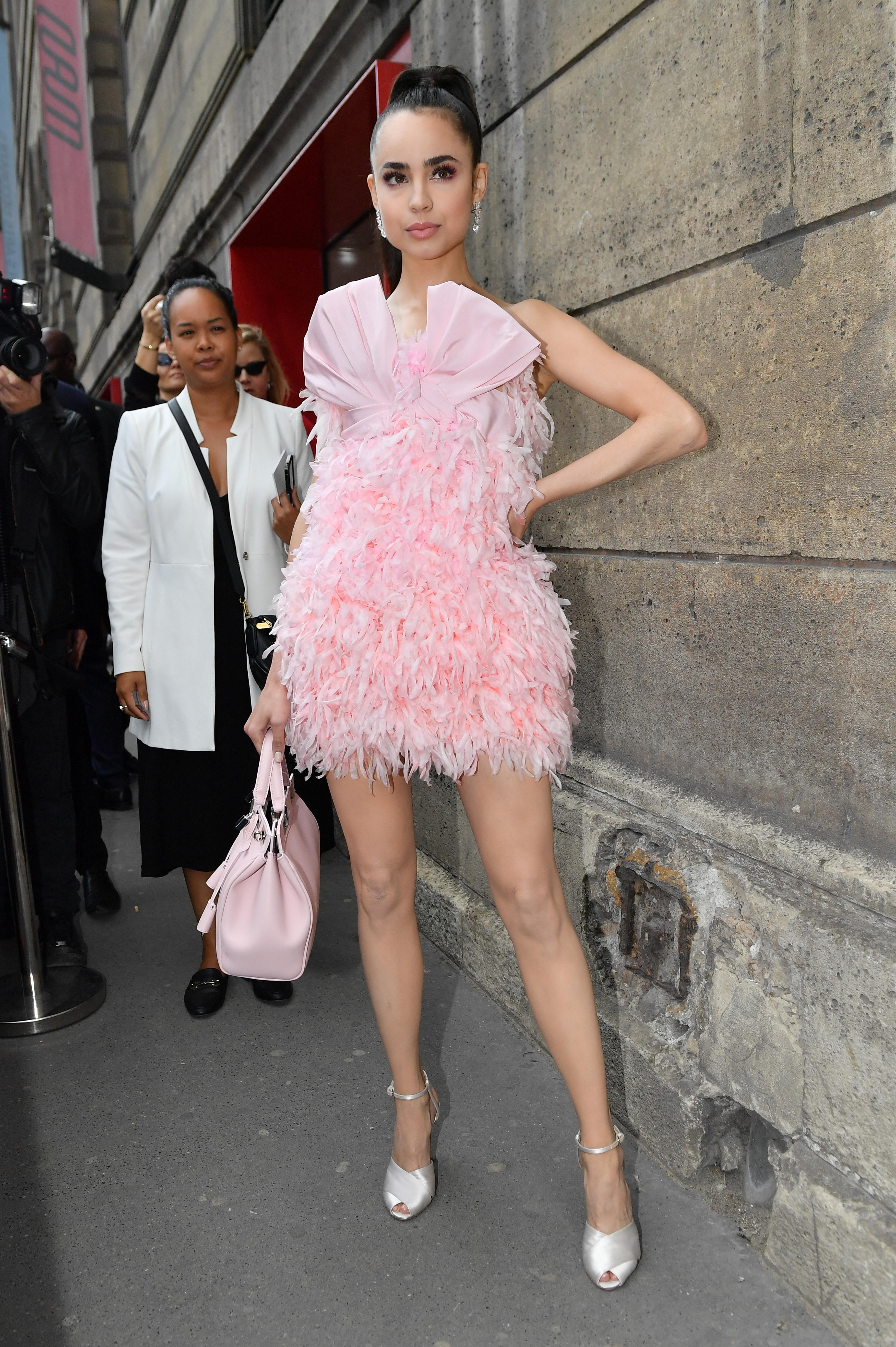 sofia Carson, looks, Paris, semana de la moda