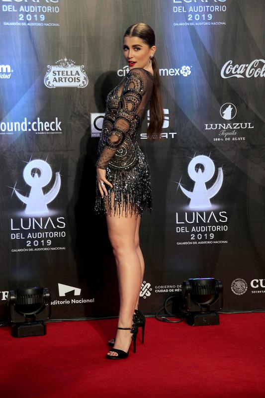 Cassandra Sanchez, looks