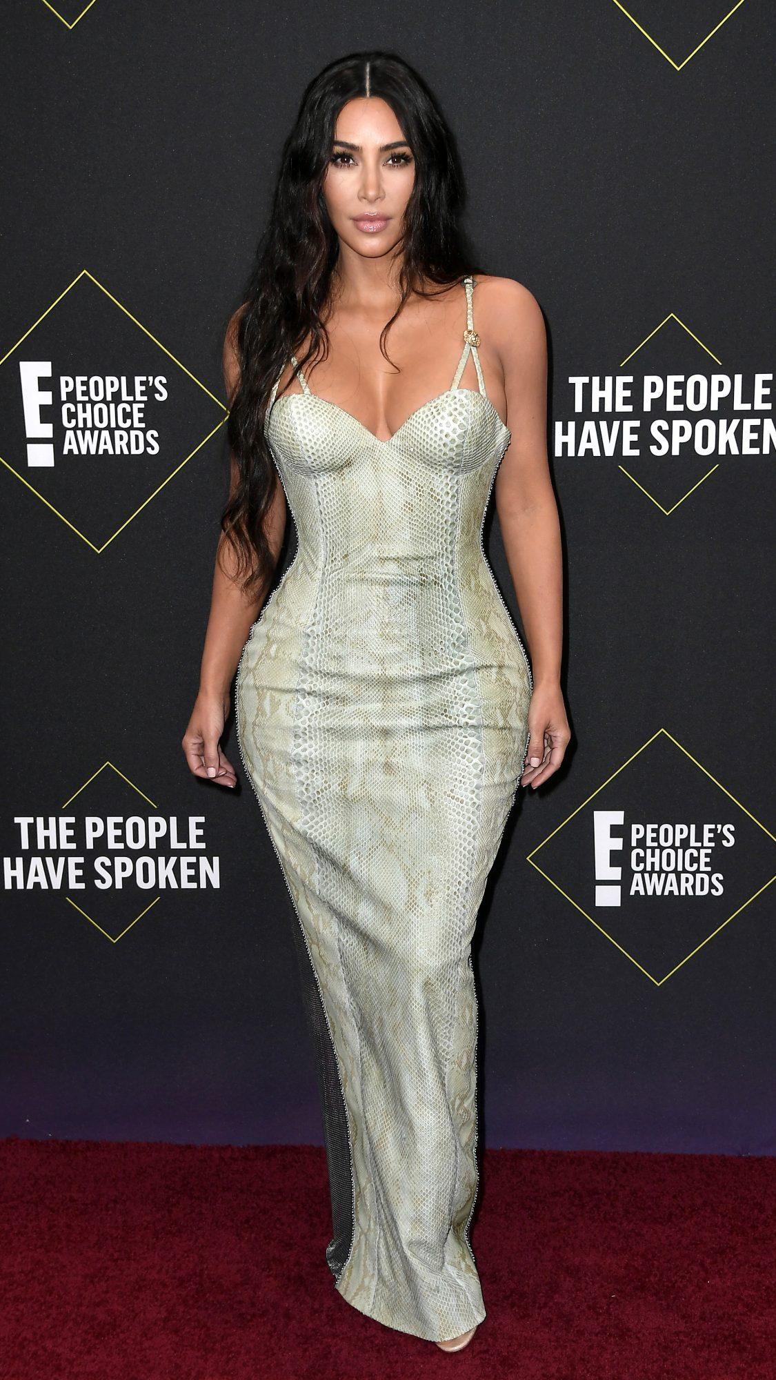 2019 E! People's Choice Awards - Social Crops