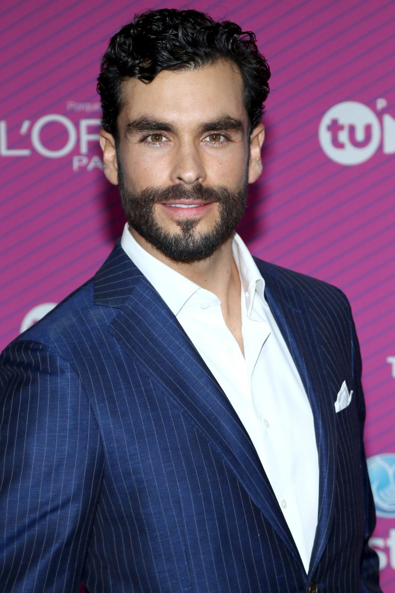 "Telemundo's ""Premios Tu Mundo"" Awards 2015 - Arrivals"