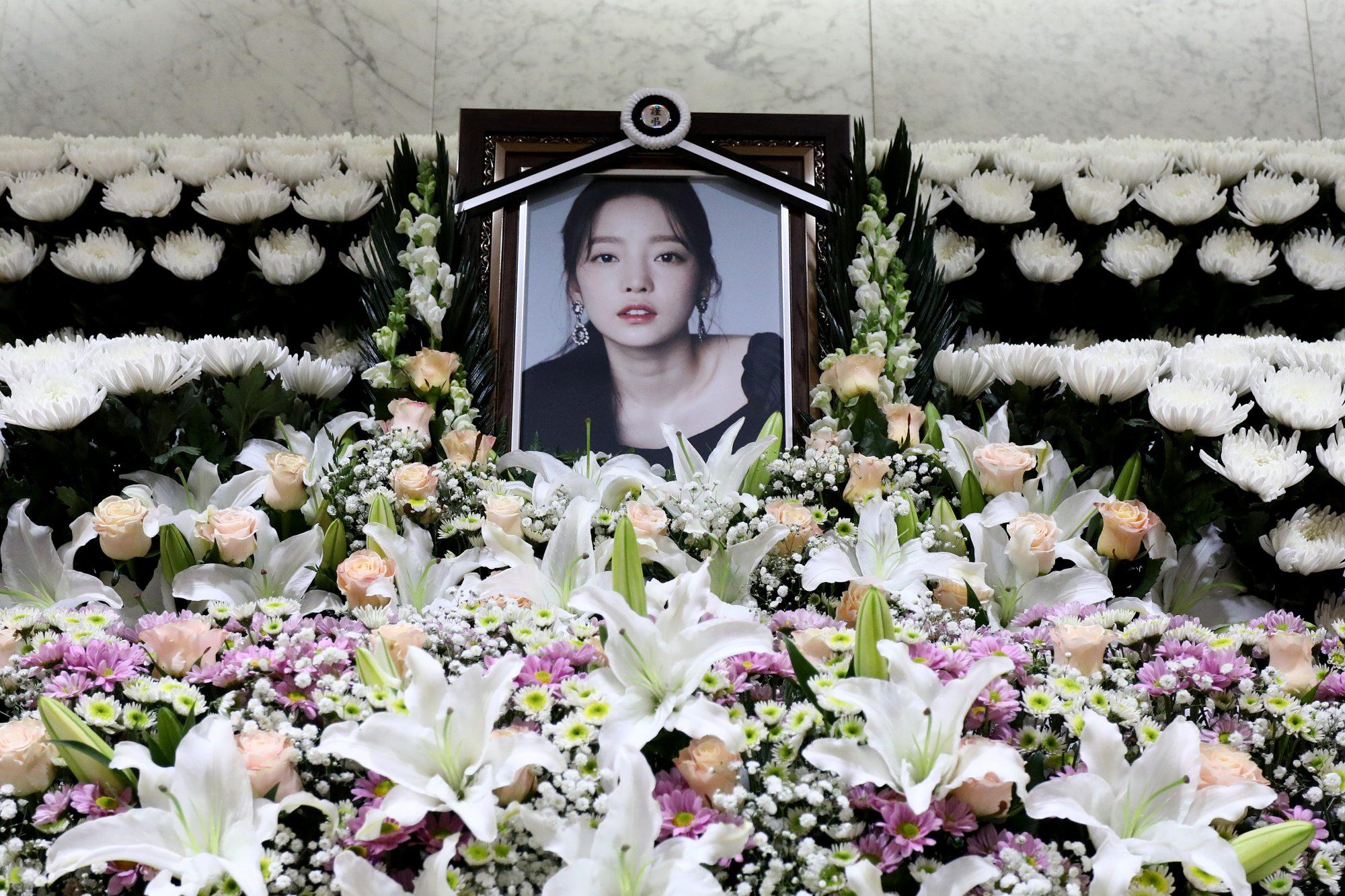 People React To Death Of K-pop Star Goo Hara of Kara In Seoul