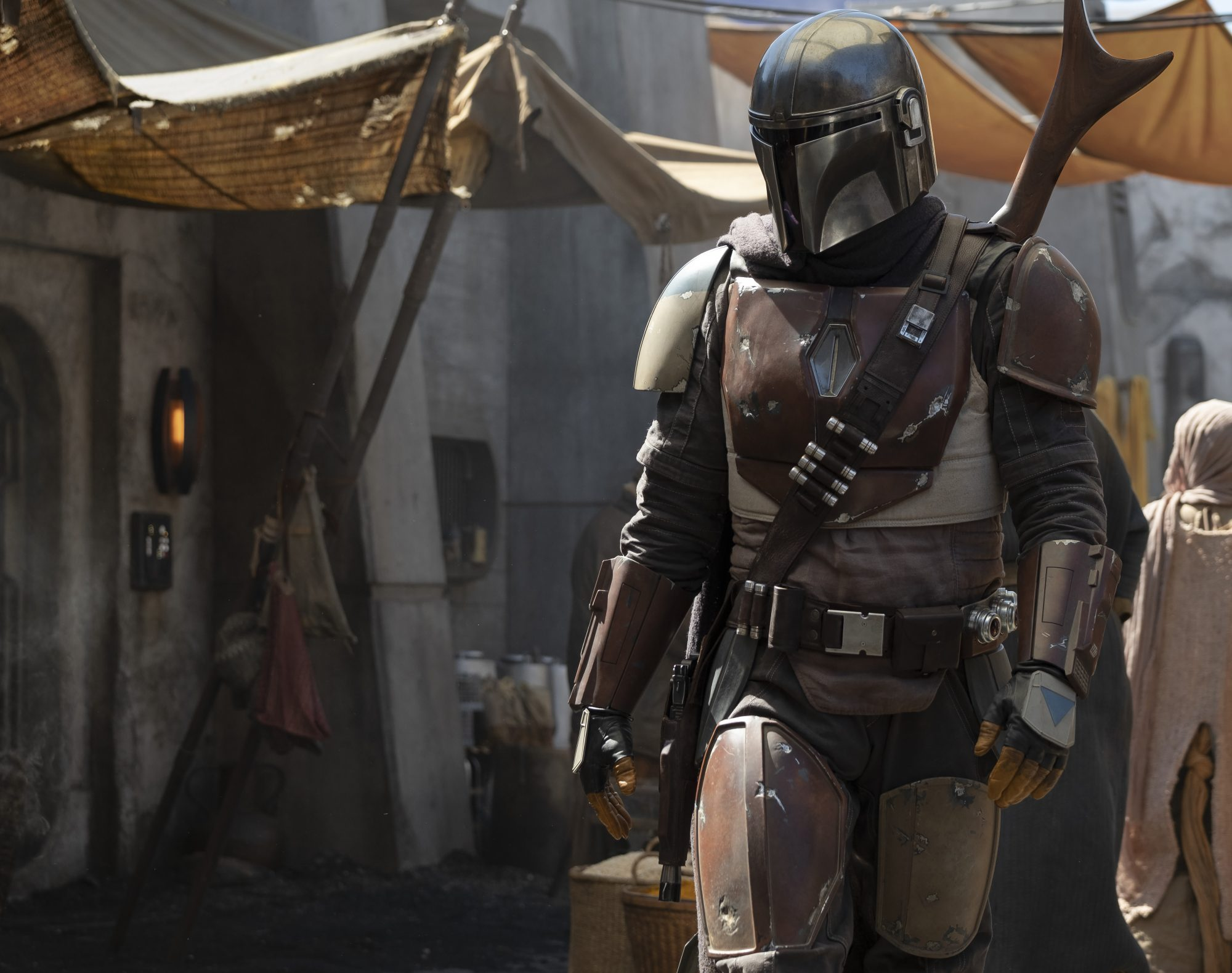 Pedro Pascal - MANDALORIAN - Disney - Buzz - December 2019/January 2020