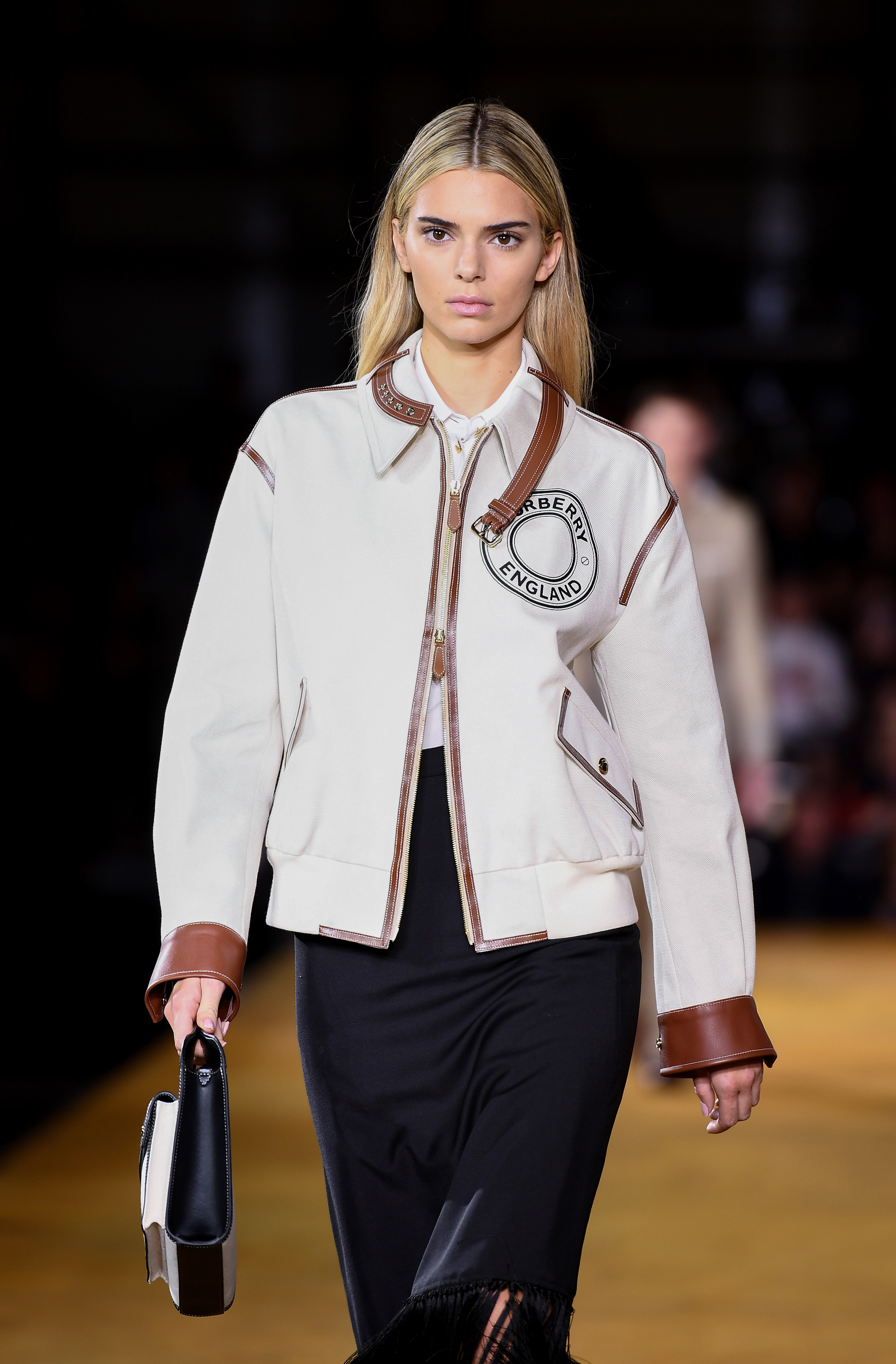 Kendall Jenner, nuevo look, rubia, burberry, desfile, londres