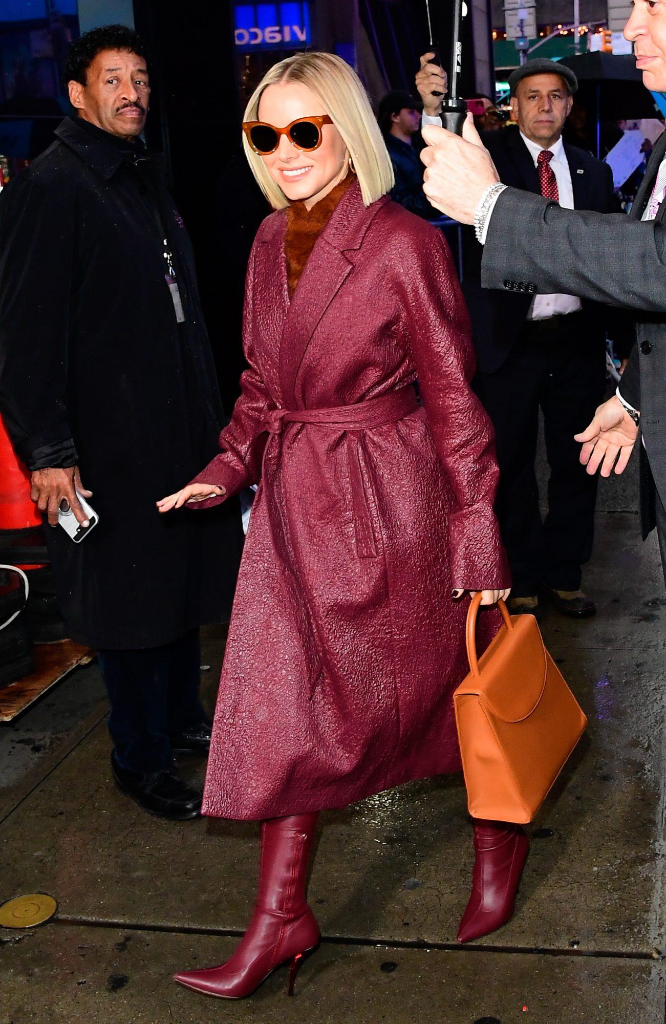 Kristen Bell, looks