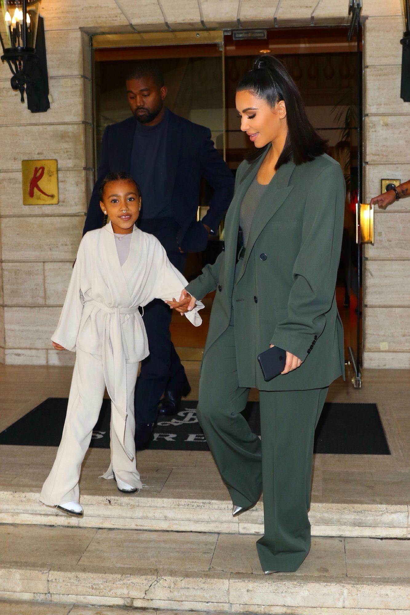 Kim Kardashian y North West iglesia houston