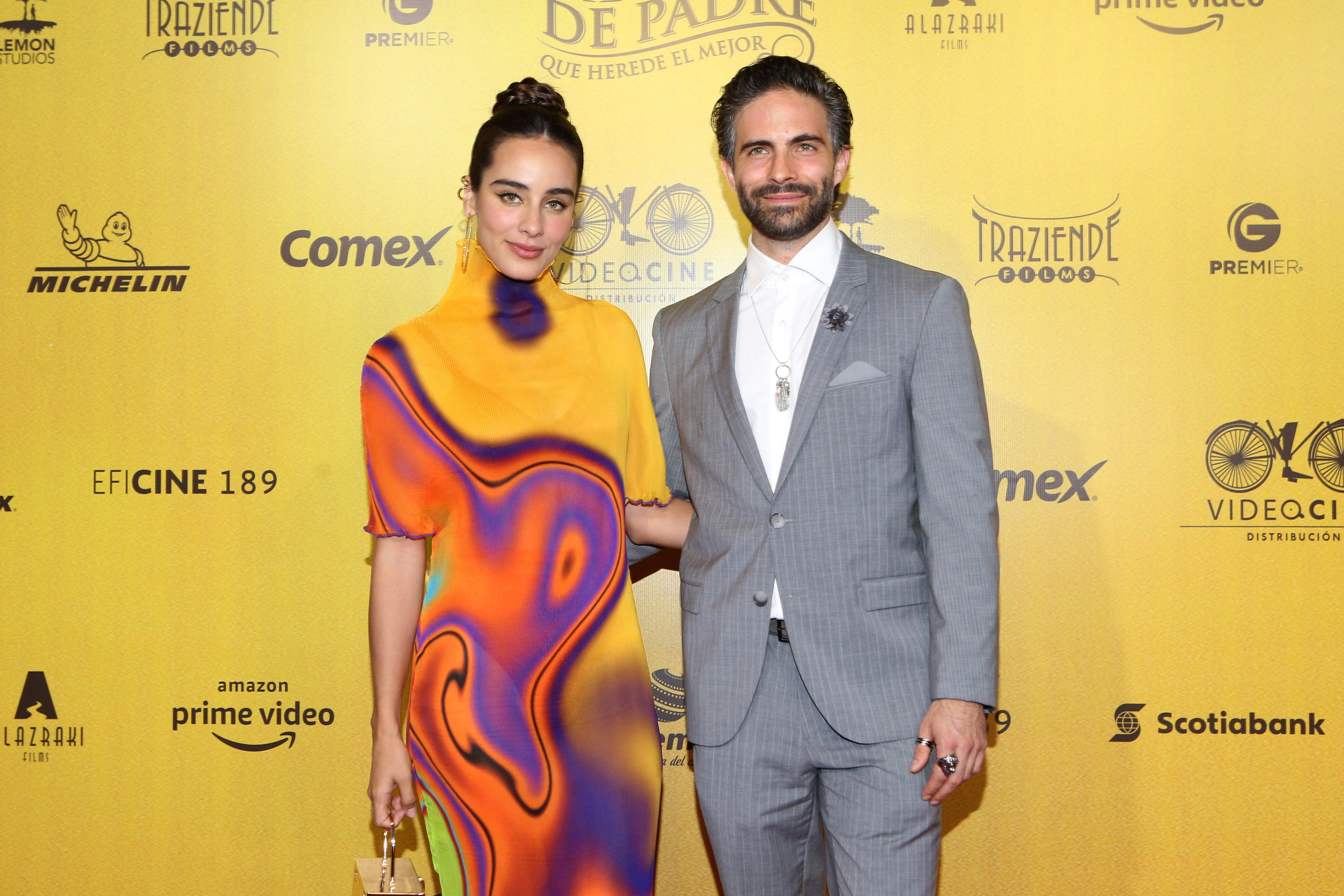 Esmeralda Pimentel y su novio Osvaldo Benavides premiere de Mentada de padre