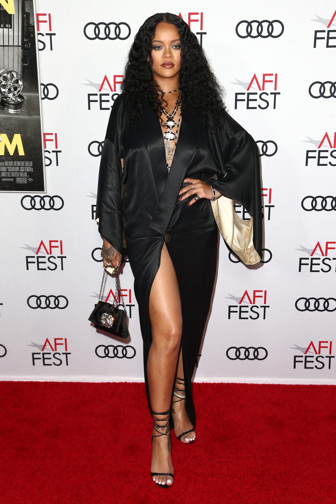 Rihanna, looks