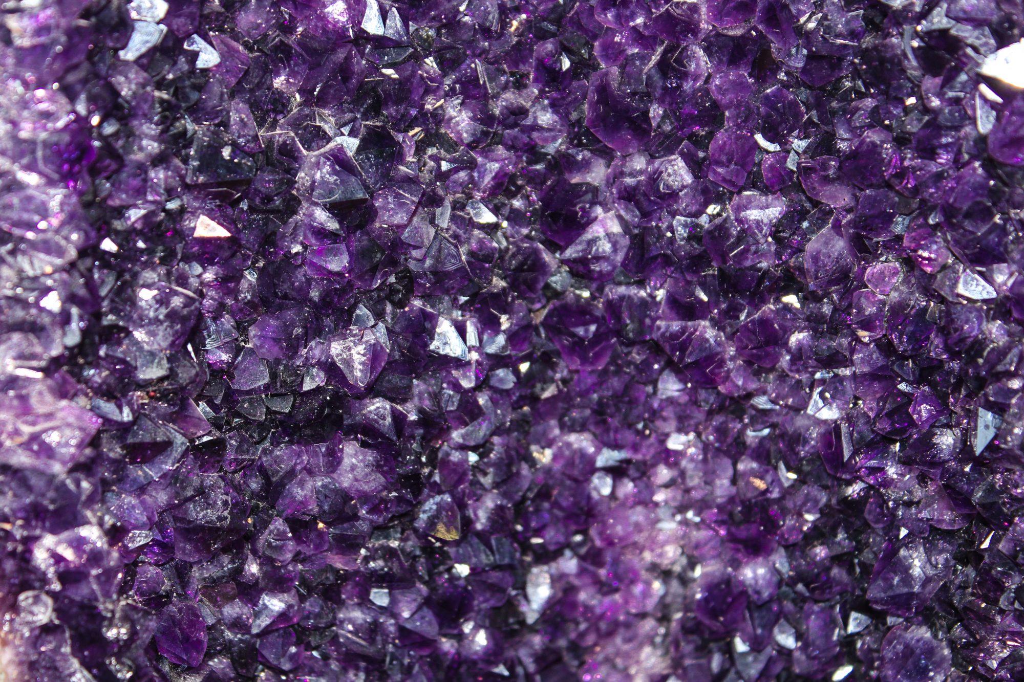 Geoda de Cuarzo Amatista púrpura violeta cristal
