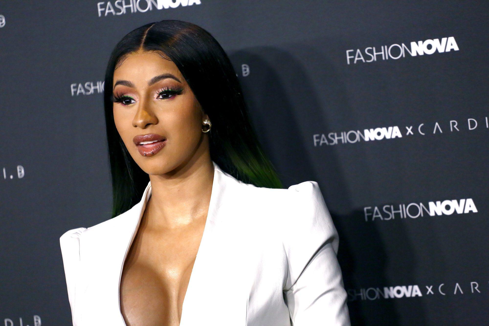 Cardi B, Fashion Nova, polémica