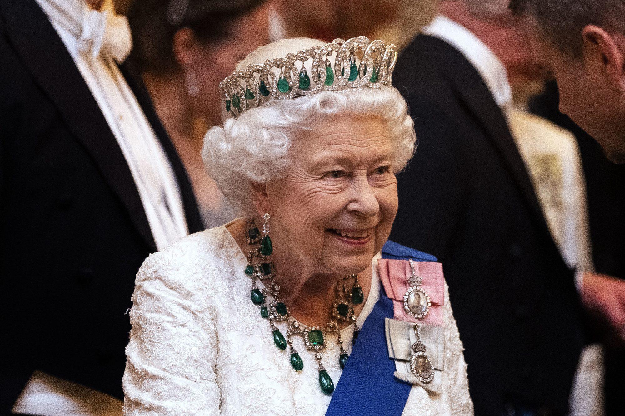 Reina Isabel II, realeza, joyas