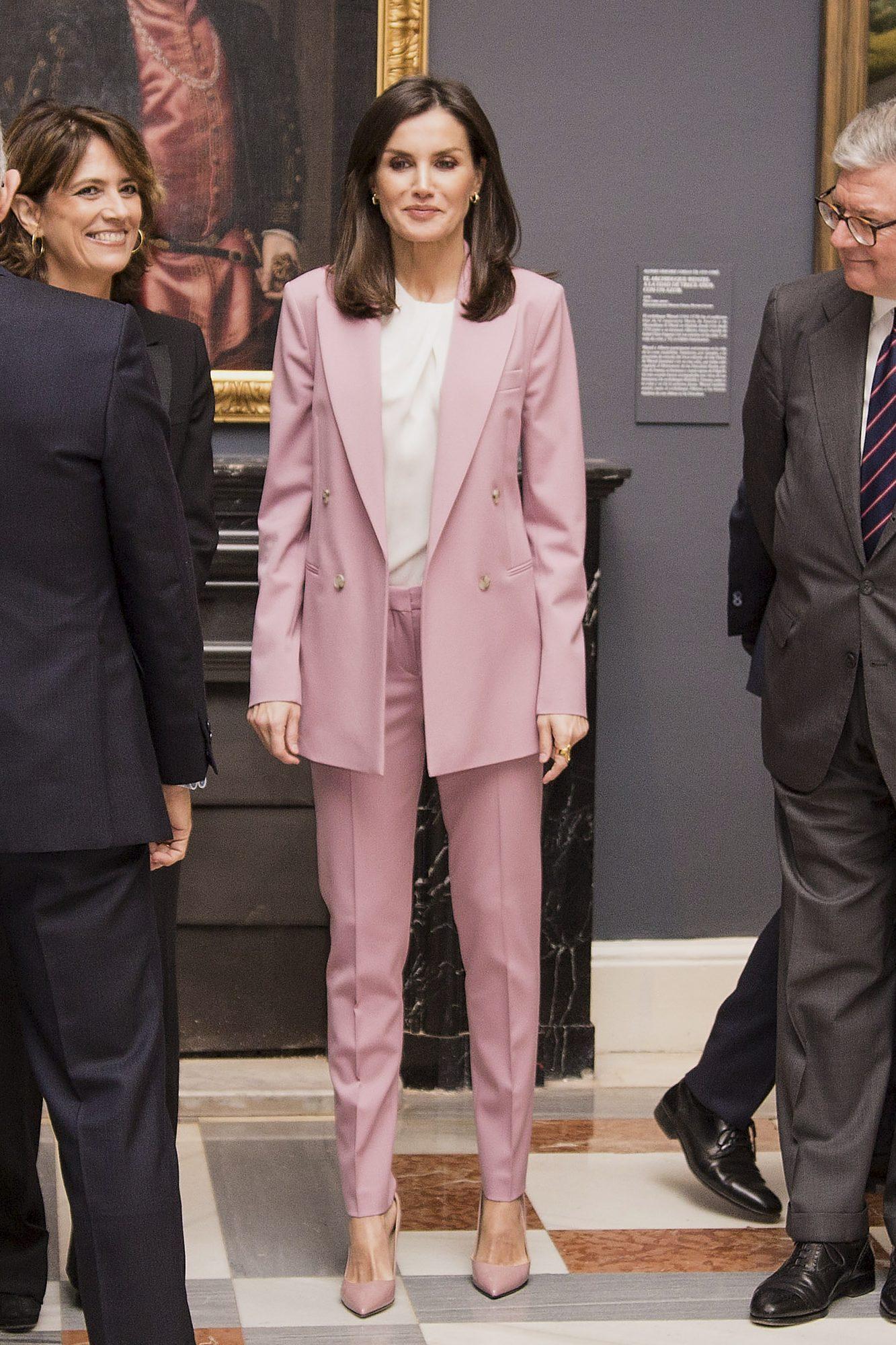 reina Letizia, moda, tendencias, traje, traje rosa
