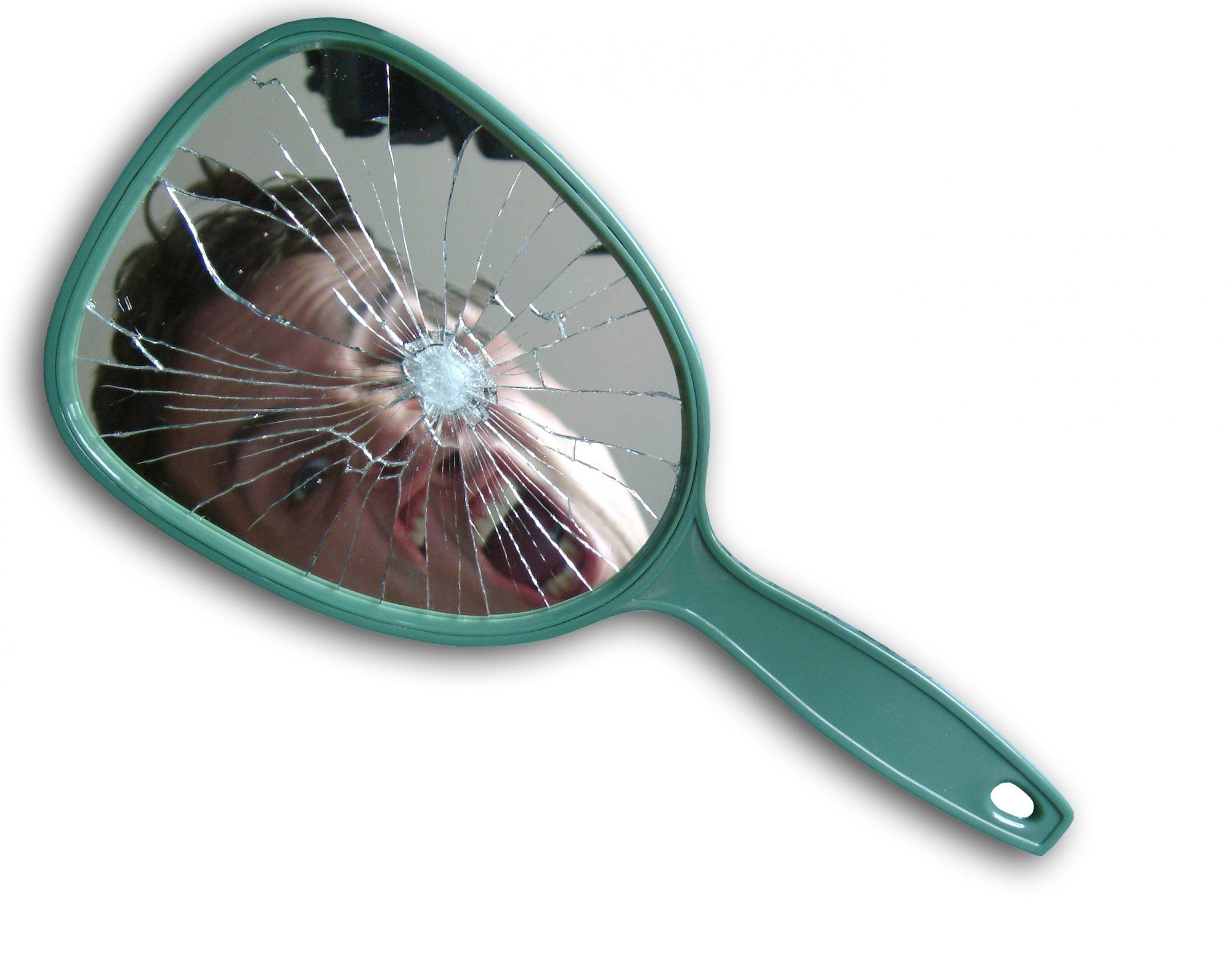mala-suerte-espejo-roto.jpg