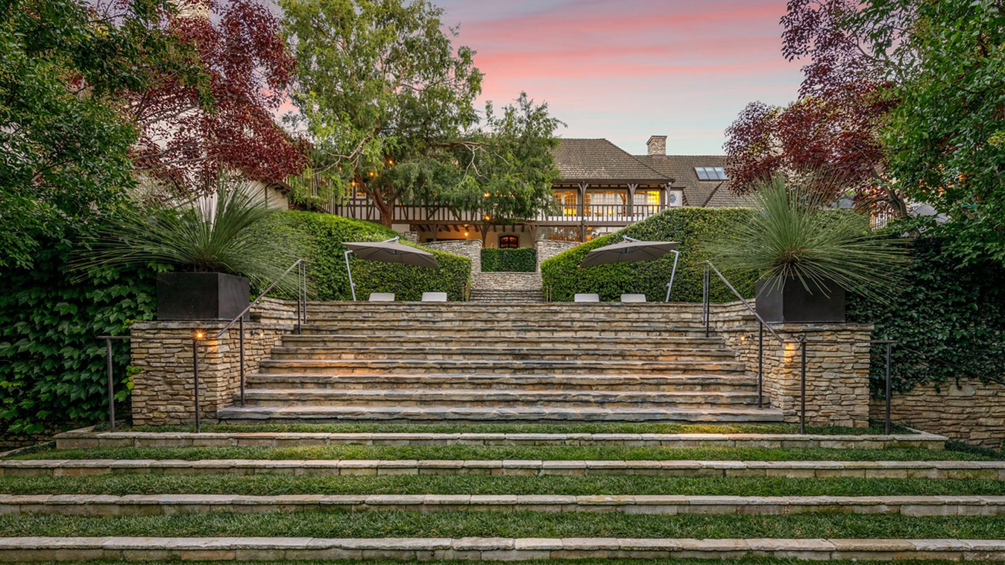 Jennifer Aniston and Brad Pitt's Former Beverly Hills Mansion