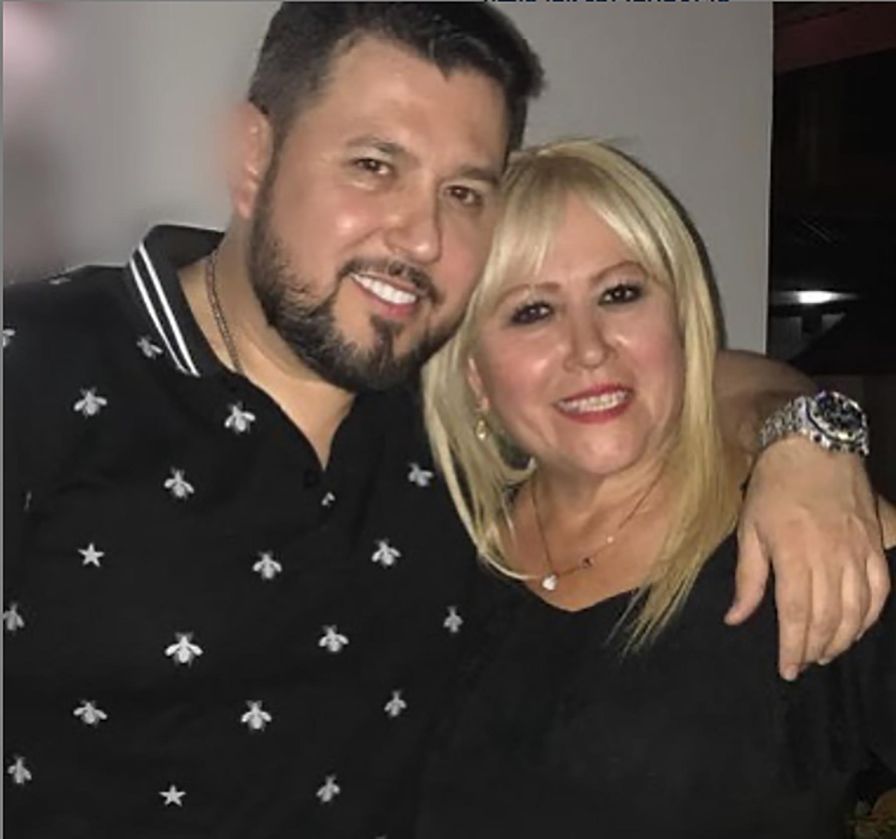 Roberto Tapia y mama