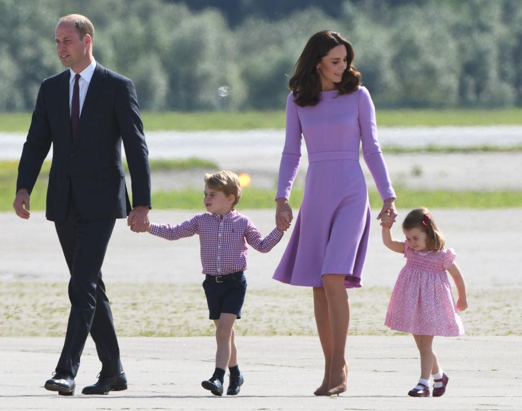 Duques de Cambridge con George y Charlotte