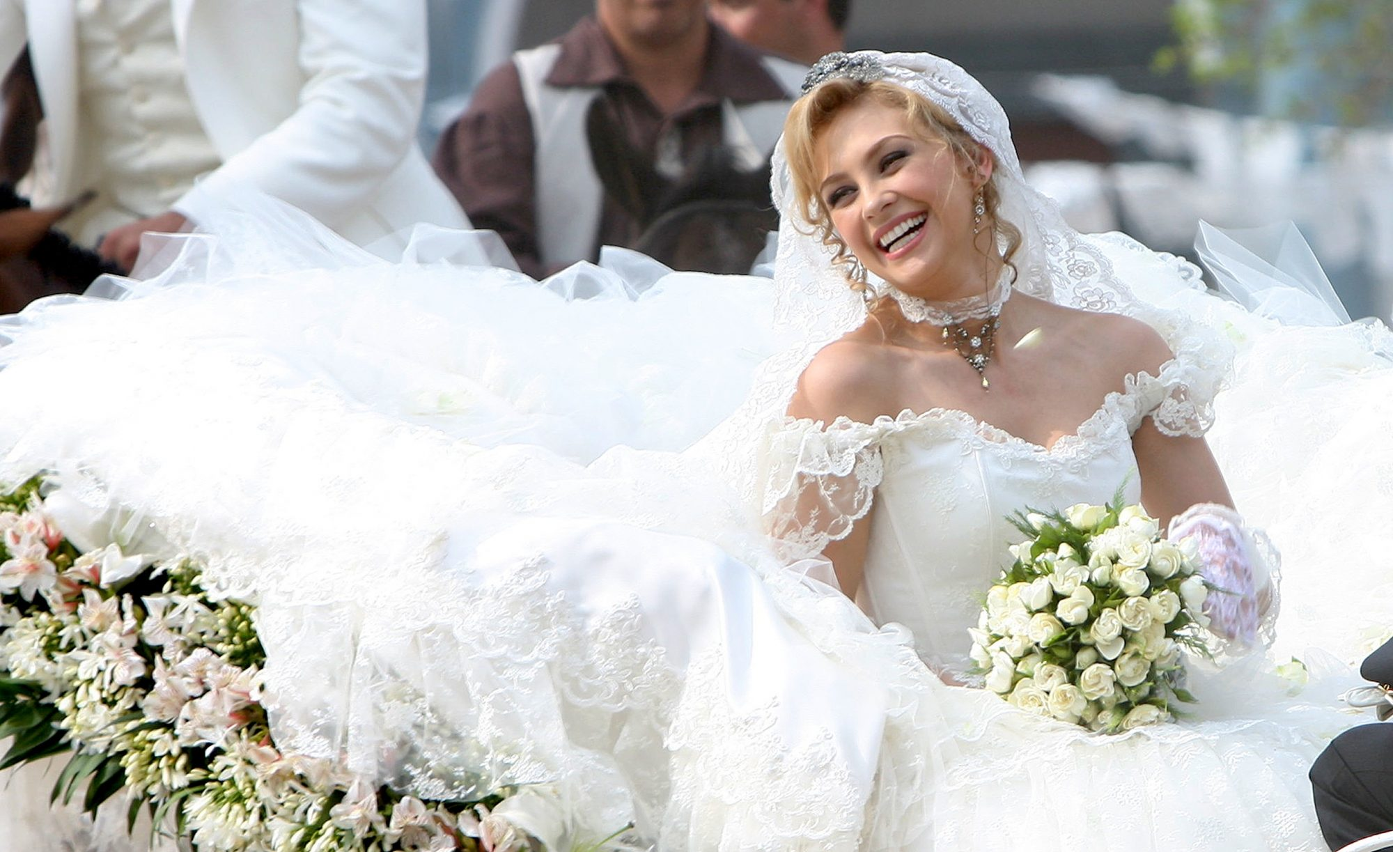 Aracely Arámbula de novia
