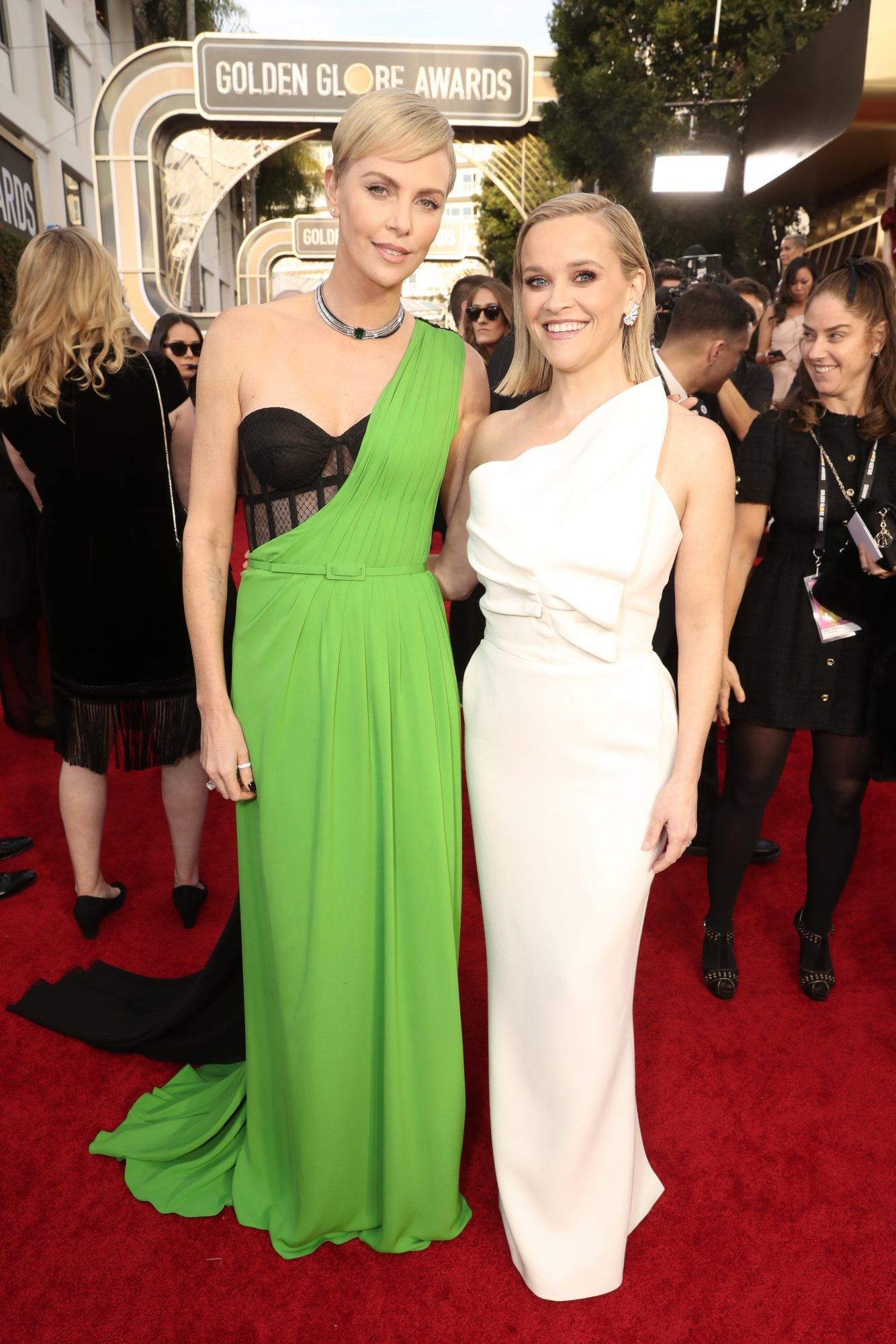 Charlize Theron y Reese Witherspoon Alfombra Roja Golden Globes 2020