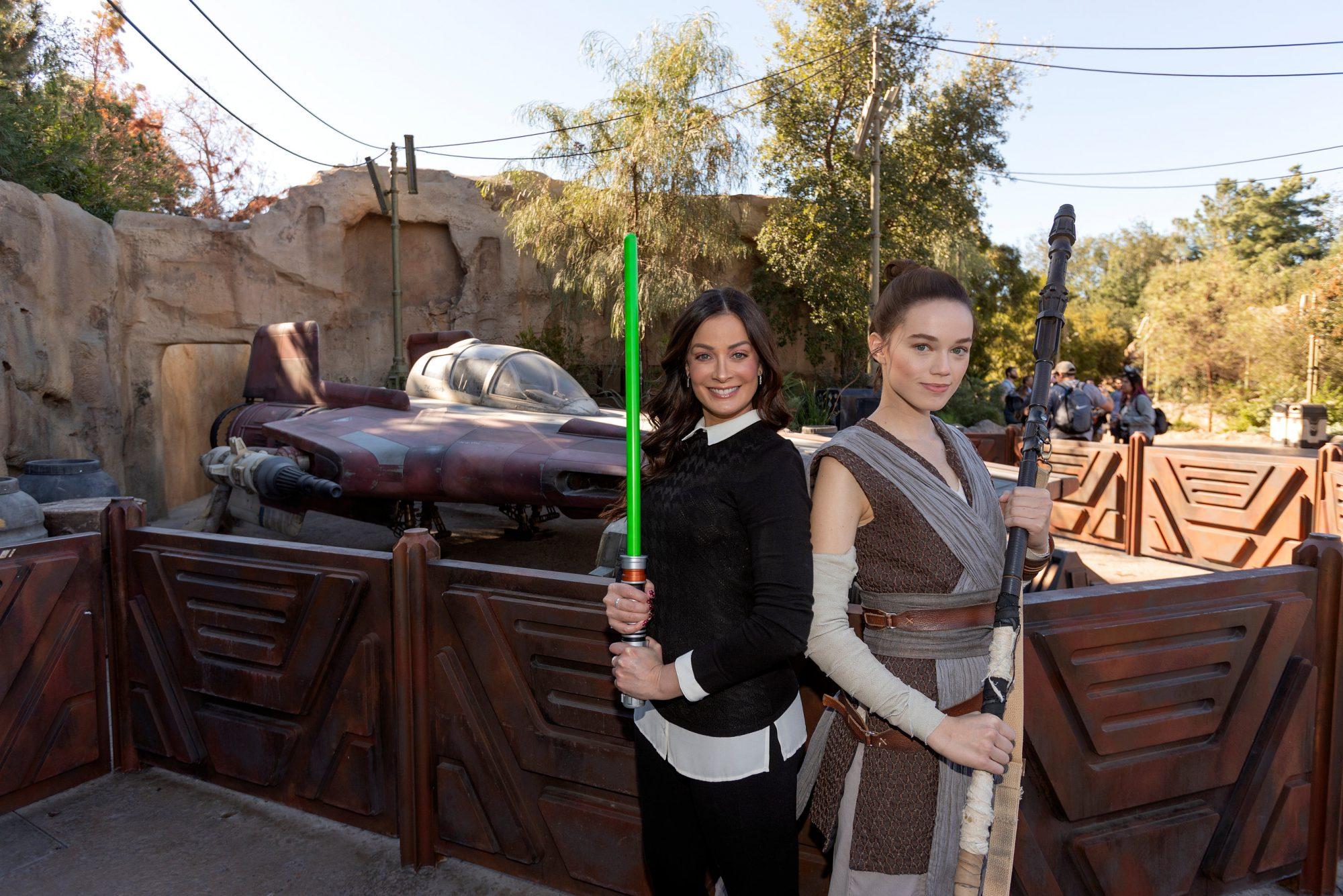 Dayanara Torres Disneyland Park