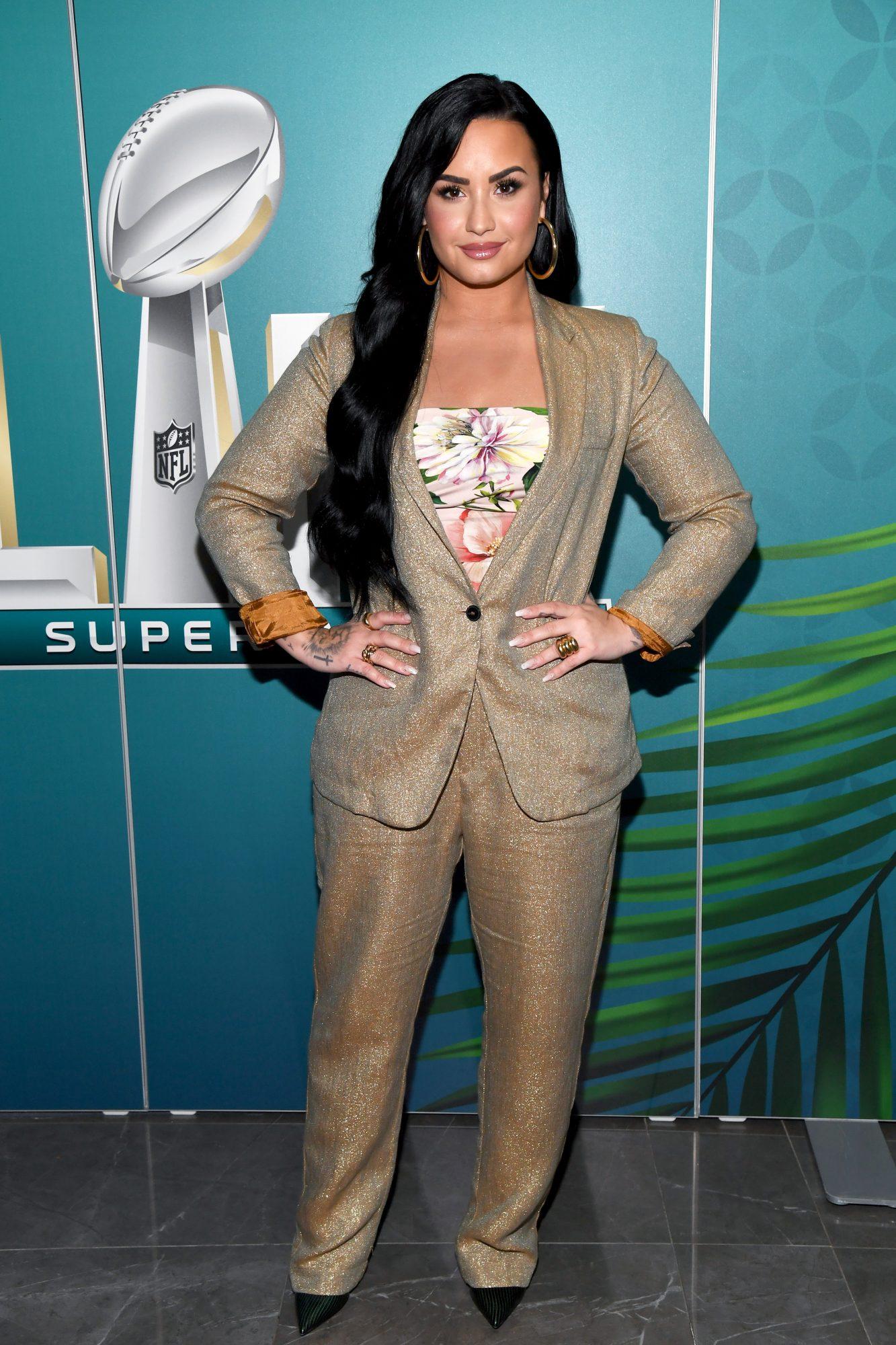 Demi Lovato, looks