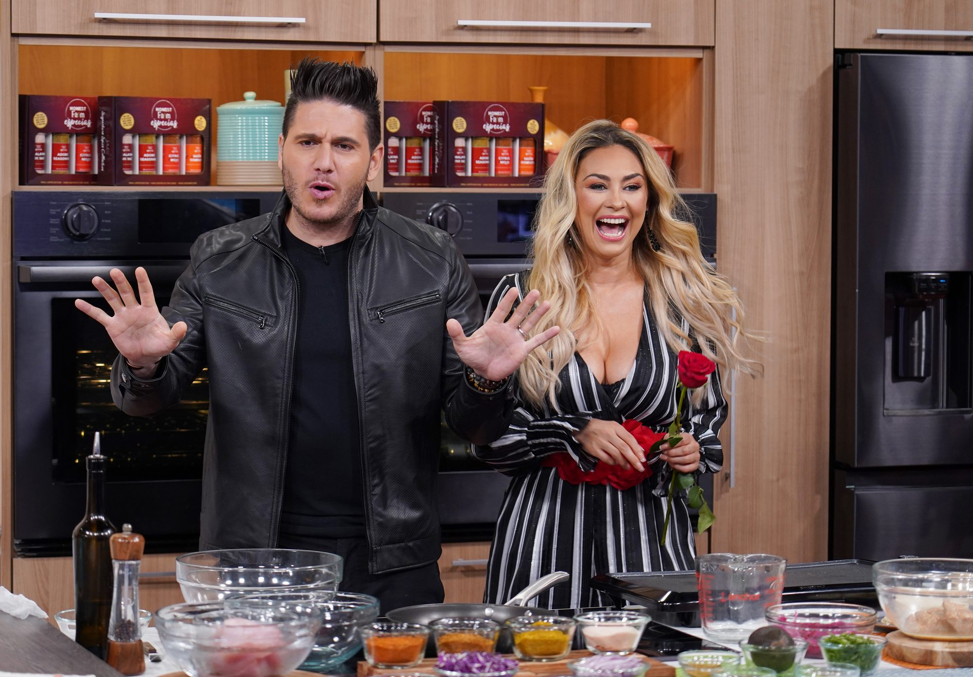 Chef James y Aracely Arámbula.