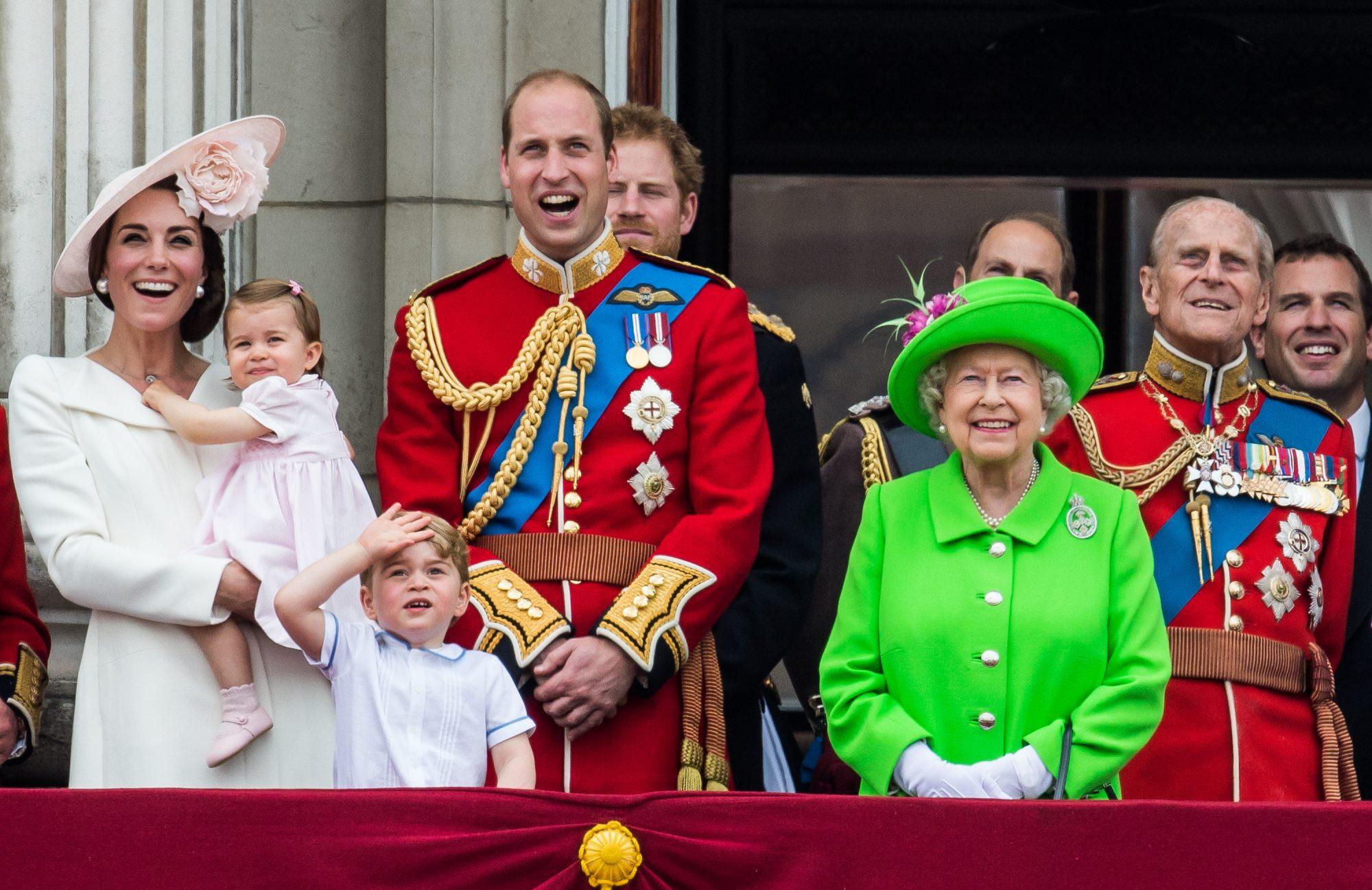 Reina Elizabeth II y familia