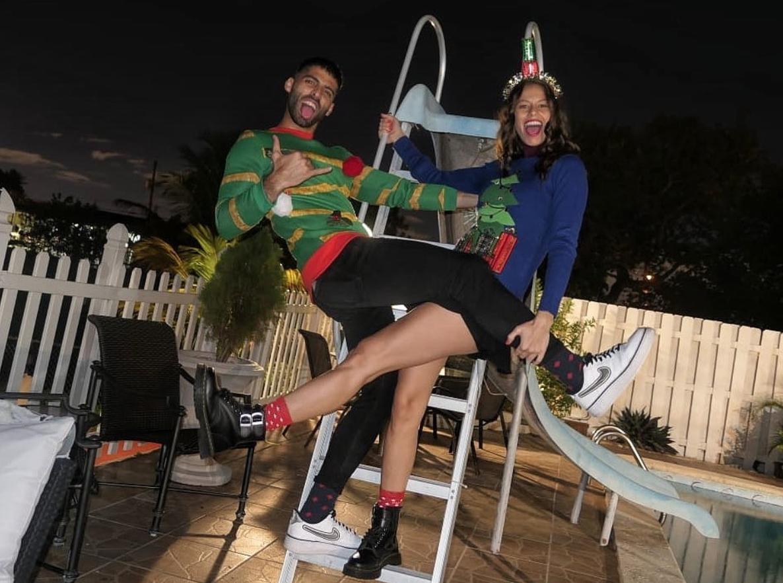 Jason Canela y Janaina celebran Navidad