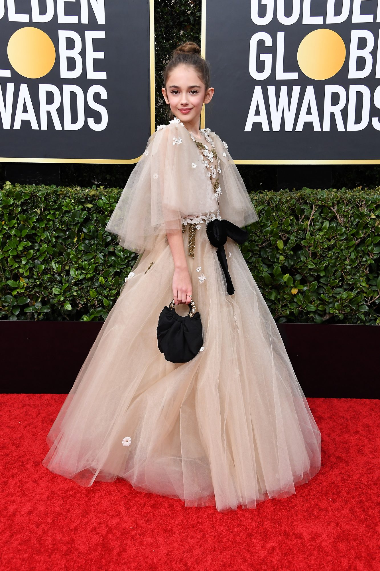 Julia Butters, look, vestido, Golden Globes