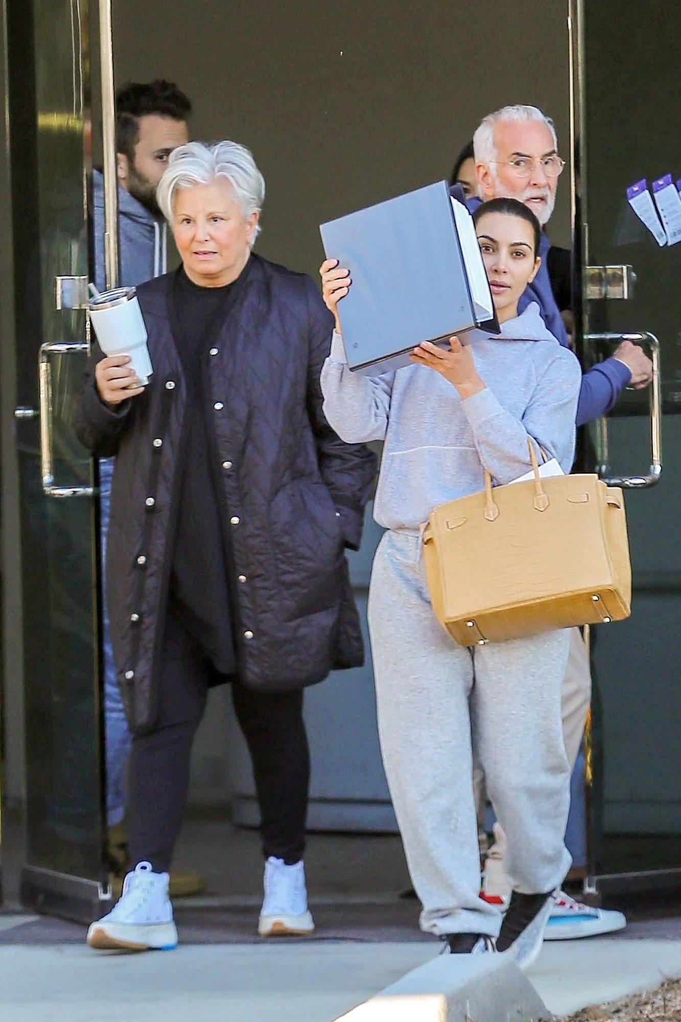 Kim Kardashian exits Kanye's LA office
