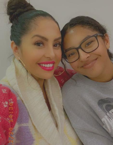 Vanessa Bryant y su hija natalia