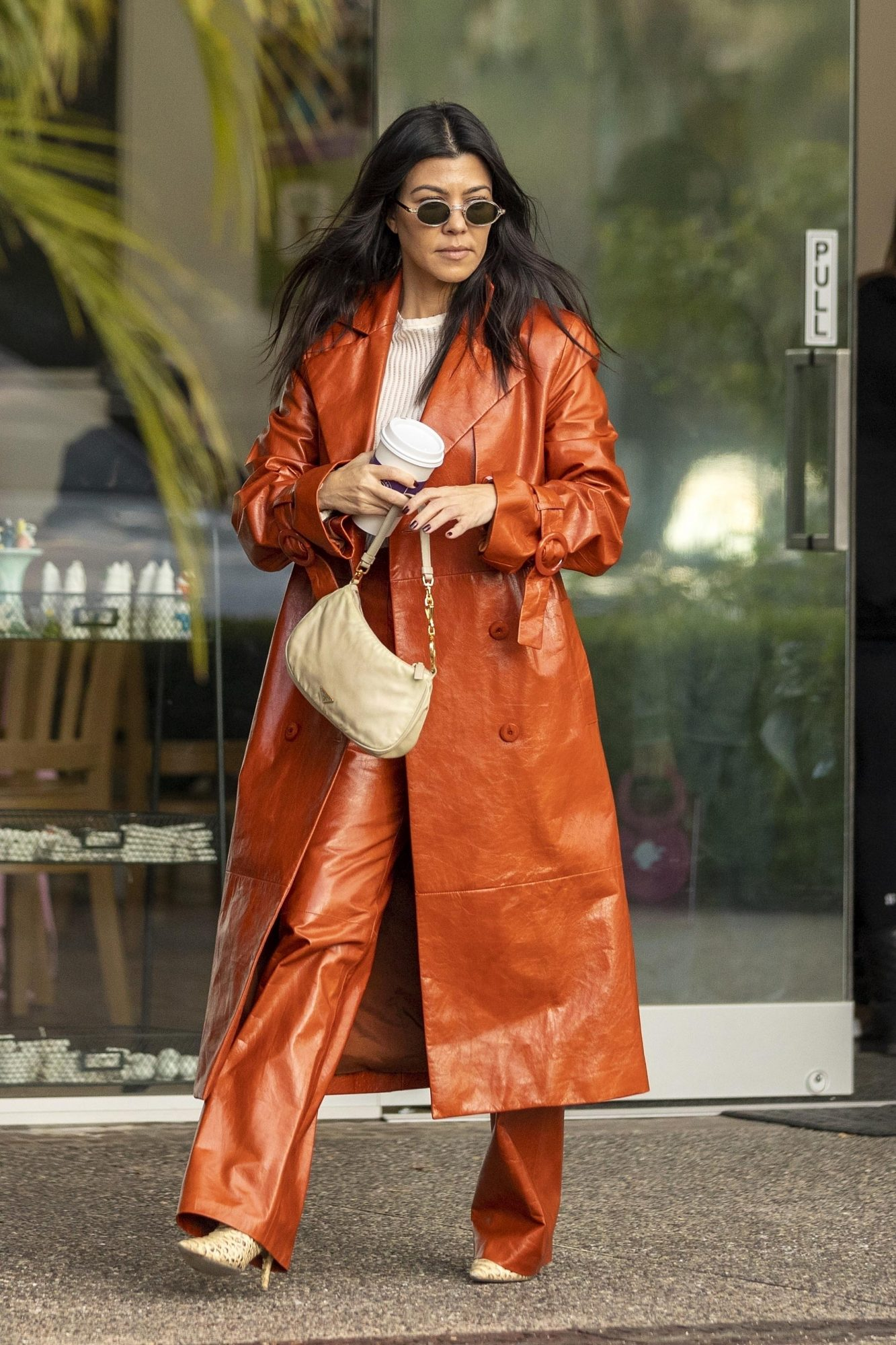 Kourtney Kardashian, looks