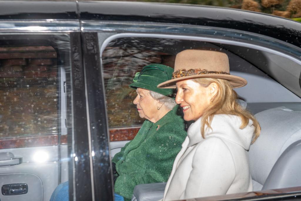 Reina Isabel Sophie de Wessex a misa en auto