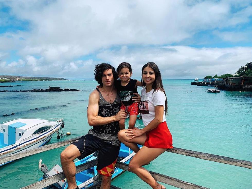 Michelle Renaud y Danilo Carrera en Ecuador