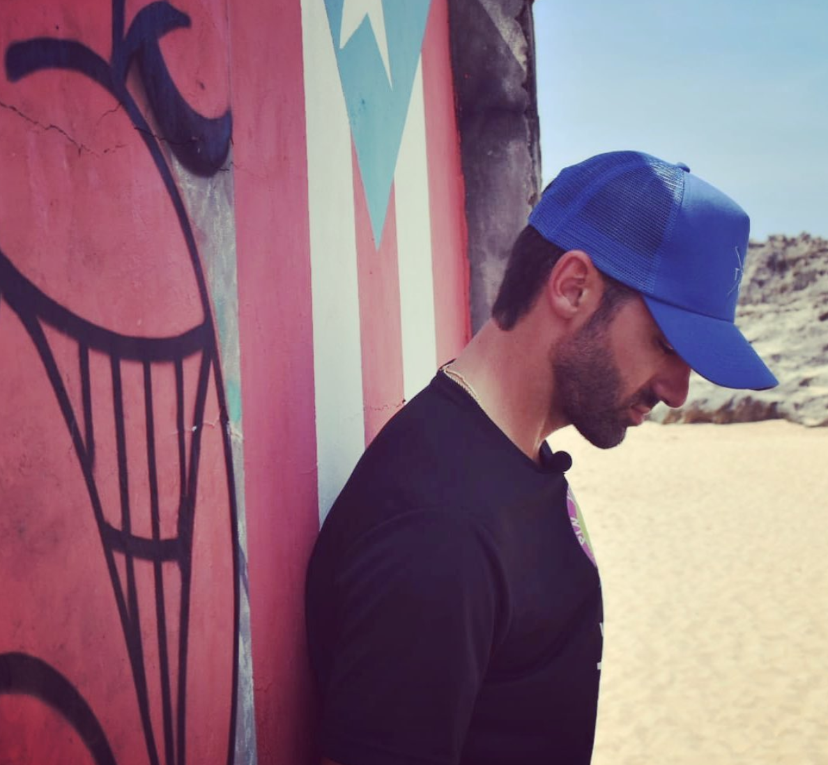 Toni Costa apoyando a Adamari López y Puerto Rico