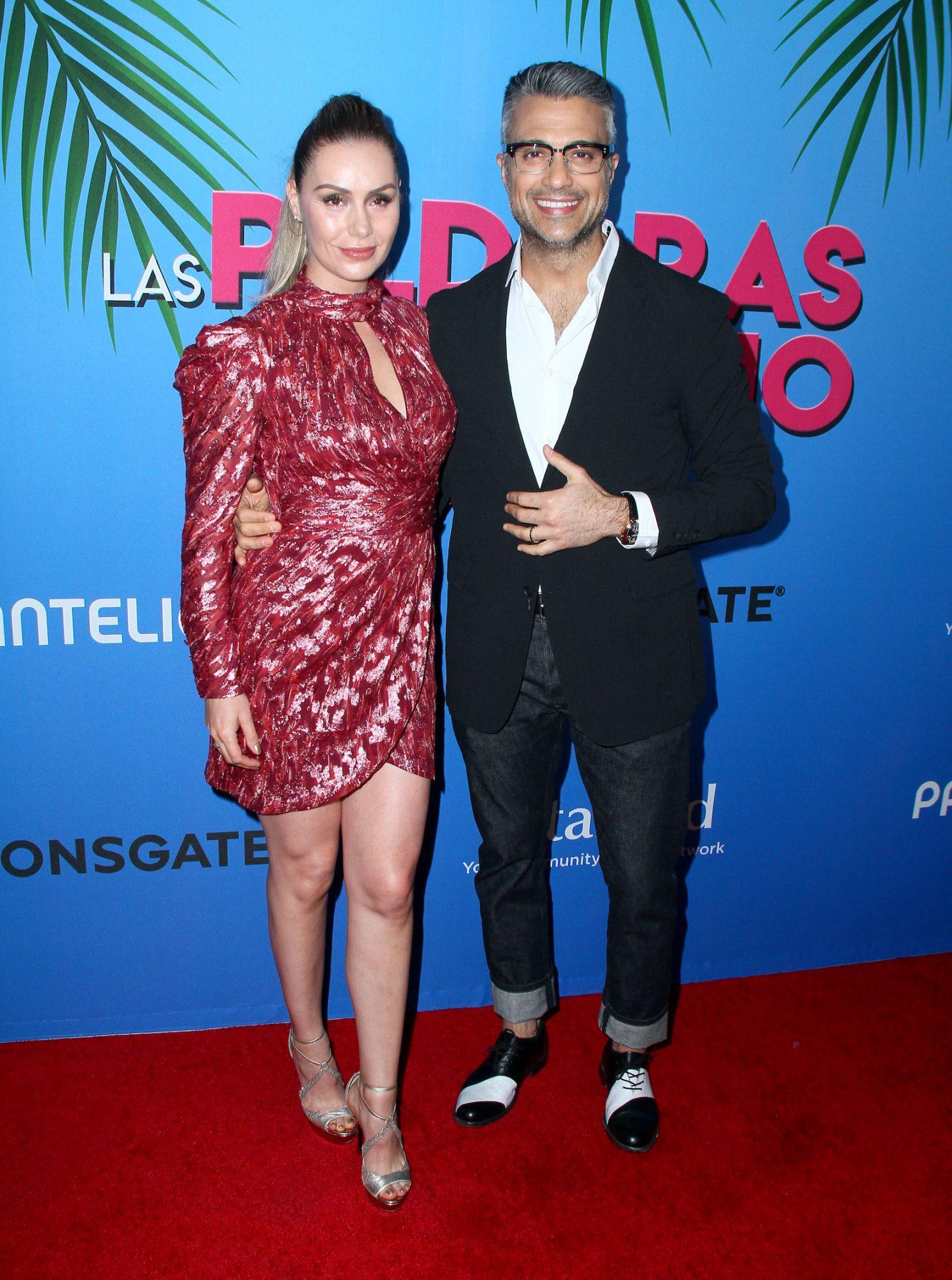 """Jaime Camil llega acompañado de su esposa Heidi Balvanera a la premiere de """"Las Píldoras de mi Novio"""