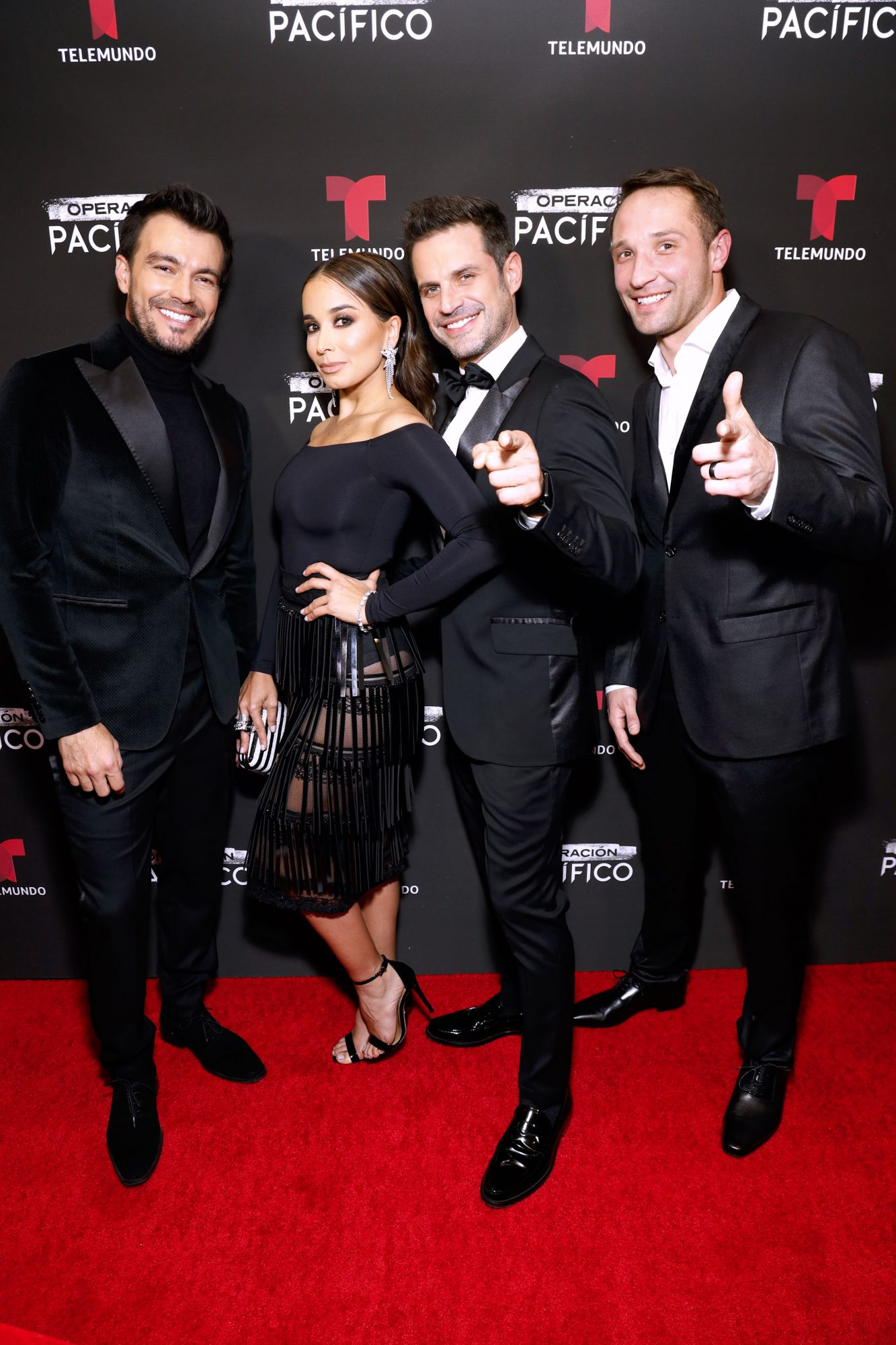 Luciano D'Alessandro, Majida Issa, Mark Tacher y Klemen Novak en la alfombra roja del estreno de Operación pacífico.